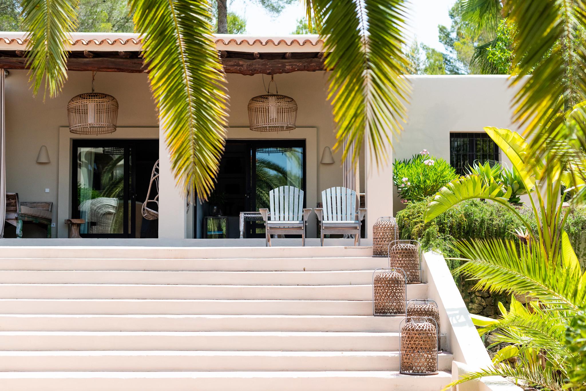 https://www.white-ibiza.com/wp-content/uploads/2020/05/white-ibiza-villas-can-riviere-exterior-casita-steps.jpg