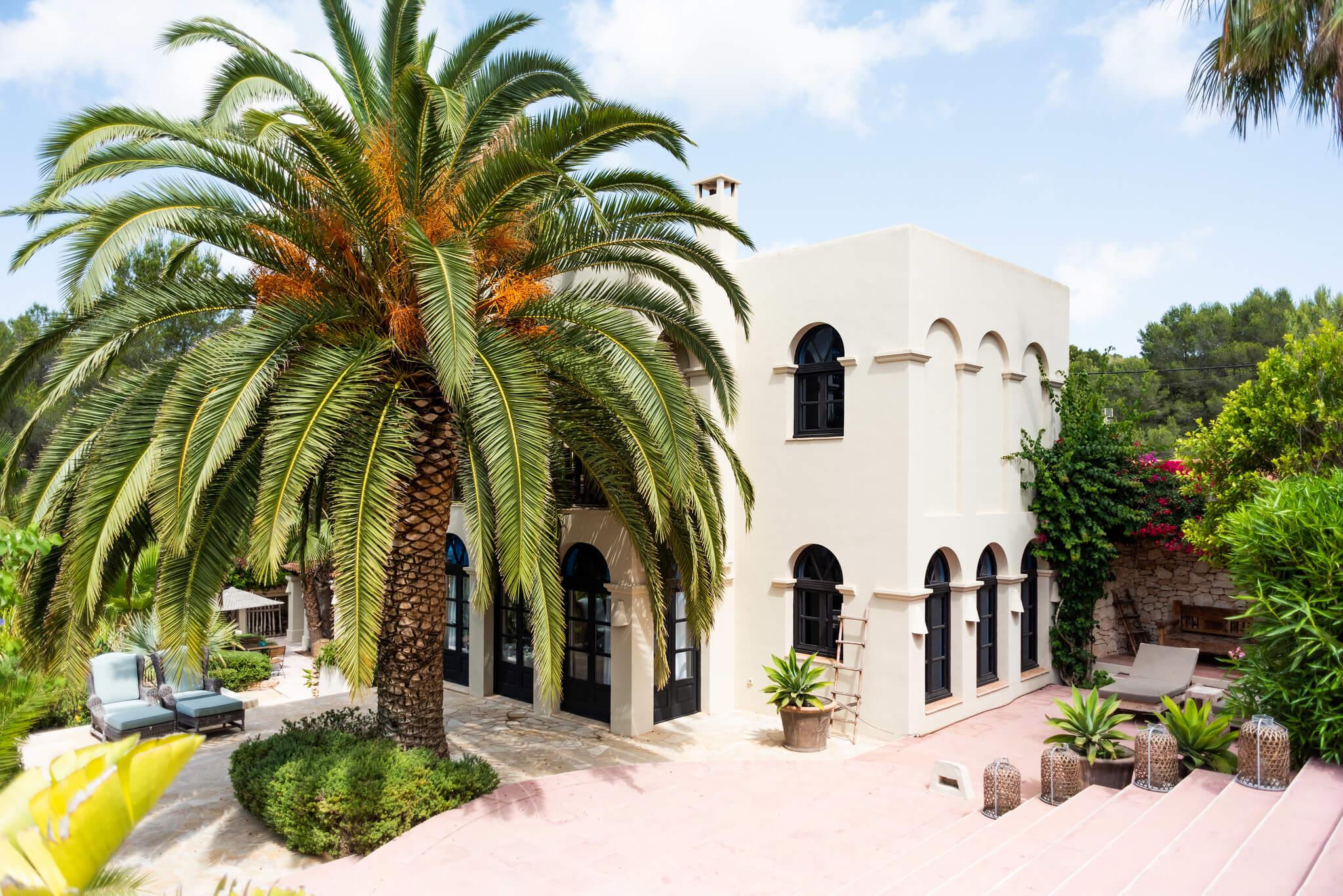https://www.white-ibiza.com/wp-content/uploads/2020/05/white-ibiza-villas-can-riviere-exterior-facade.jpg