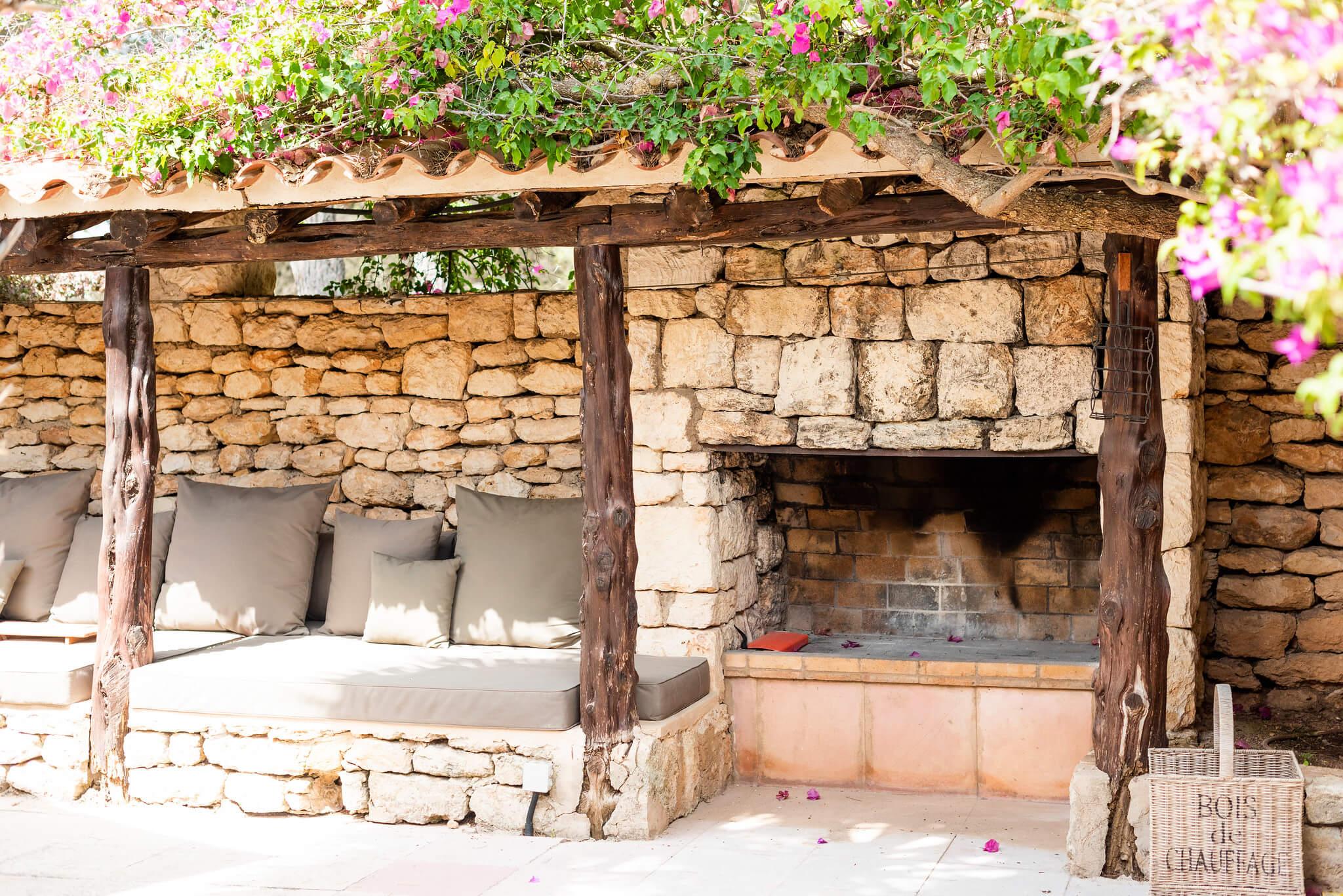 https://www.white-ibiza.com/wp-content/uploads/2020/05/white-ibiza-villas-can-riviere-exterior-lounge-terrace.jpg
