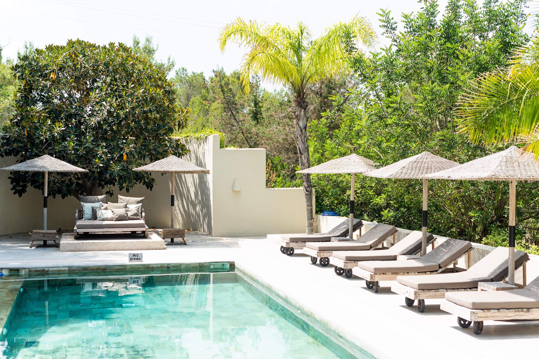 https://www.white-ibiza.com/wp-content/uploads/2020/05/white-ibiza-villas-can-riviere-exterior-pool.jpg