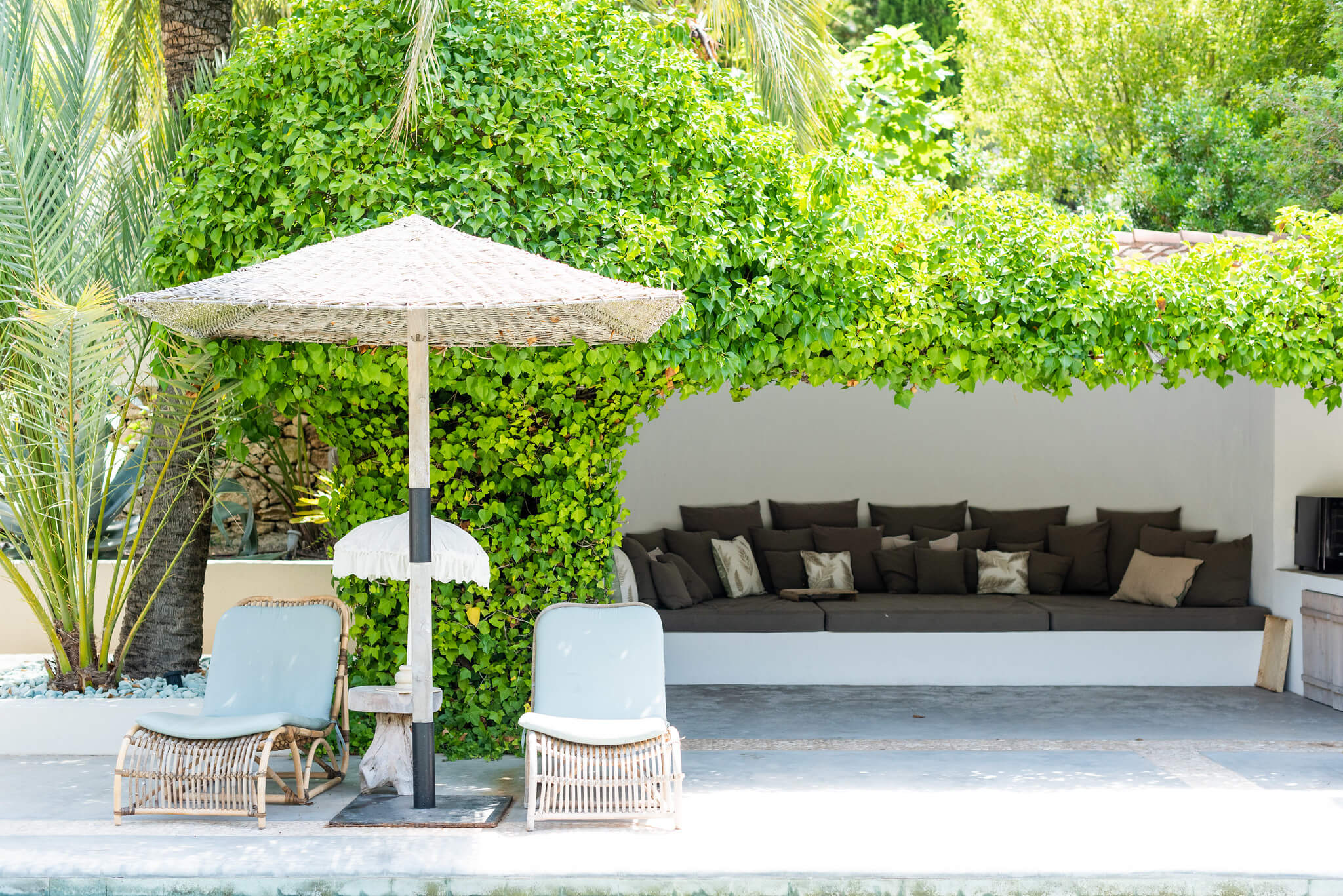https://www.white-ibiza.com/wp-content/uploads/2020/05/white-ibiza-villas-can-riviere-exterior-shaded-seating.jpg