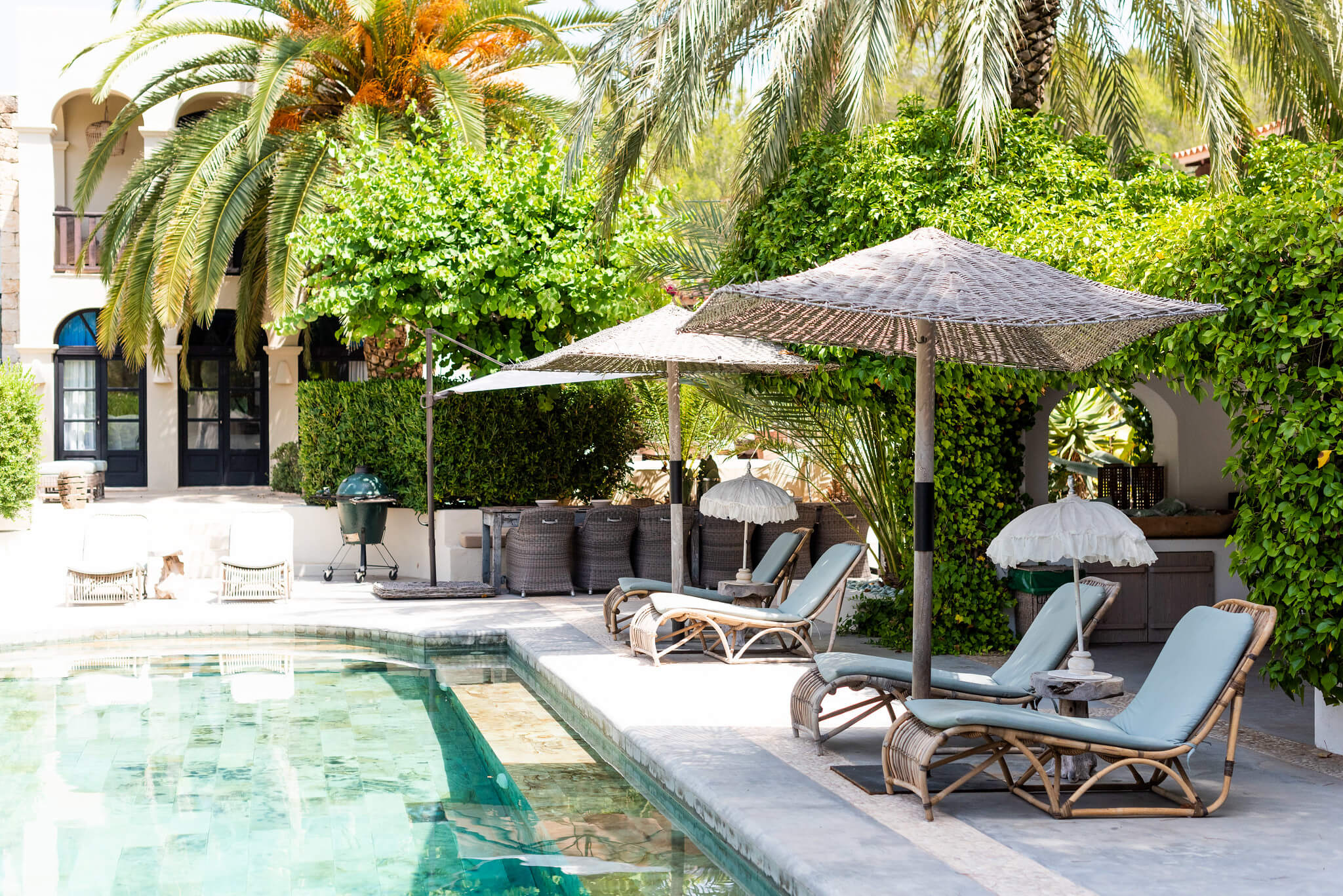 https://www.white-ibiza.com/wp-content/uploads/2020/05/white-ibiza-villas-can-riviere-exterior-sun-loungers2.jpg