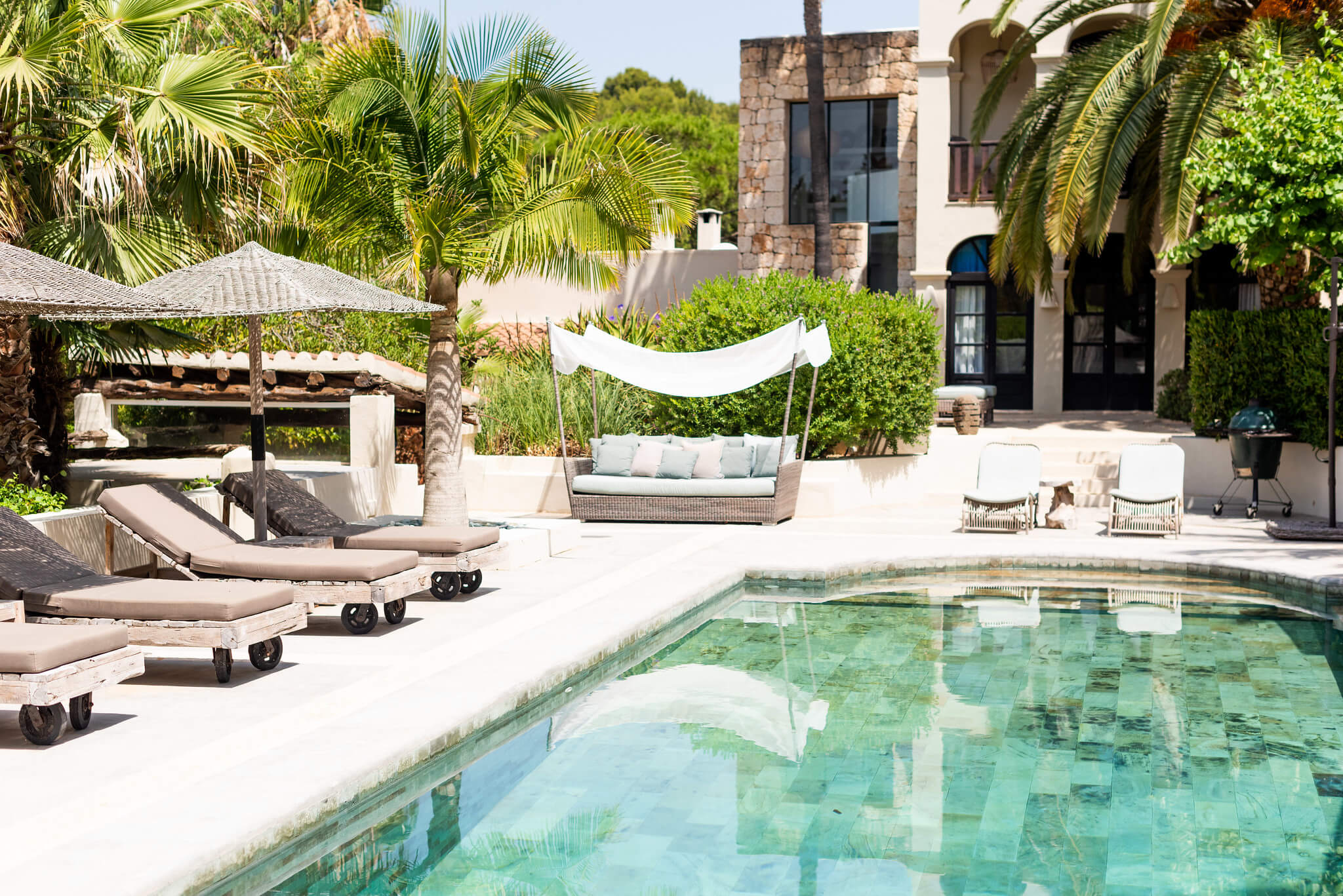 https://www.white-ibiza.com/wp-content/uploads/2020/05/white-ibiza-villas-can-riviere-exterior-view-to-house.jpg