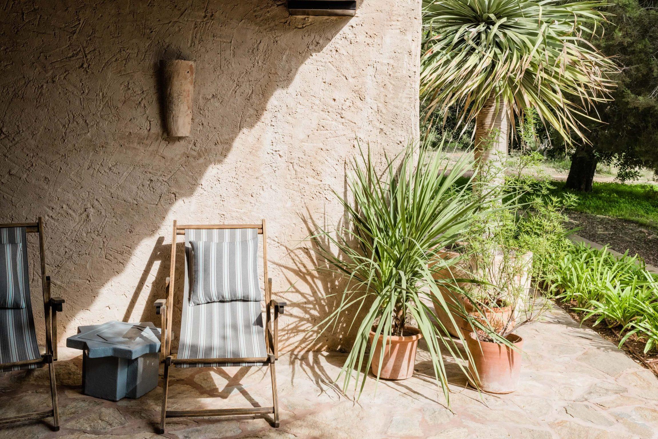 https://www.white-ibiza.com/wp-content/uploads/2020/05/white-ibiza-villas-can-sabina-exterior-deckchairs-2302x1536.jpg