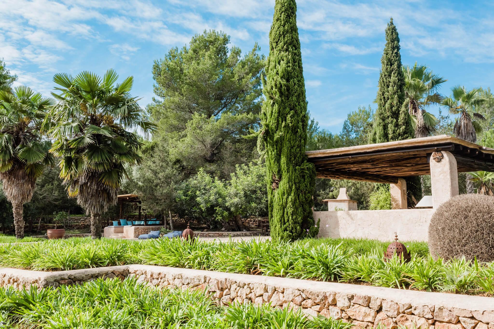 https://www.white-ibiza.com/wp-content/uploads/2020/05/white-ibiza-villas-can-sabina-exterior-garden.jpg