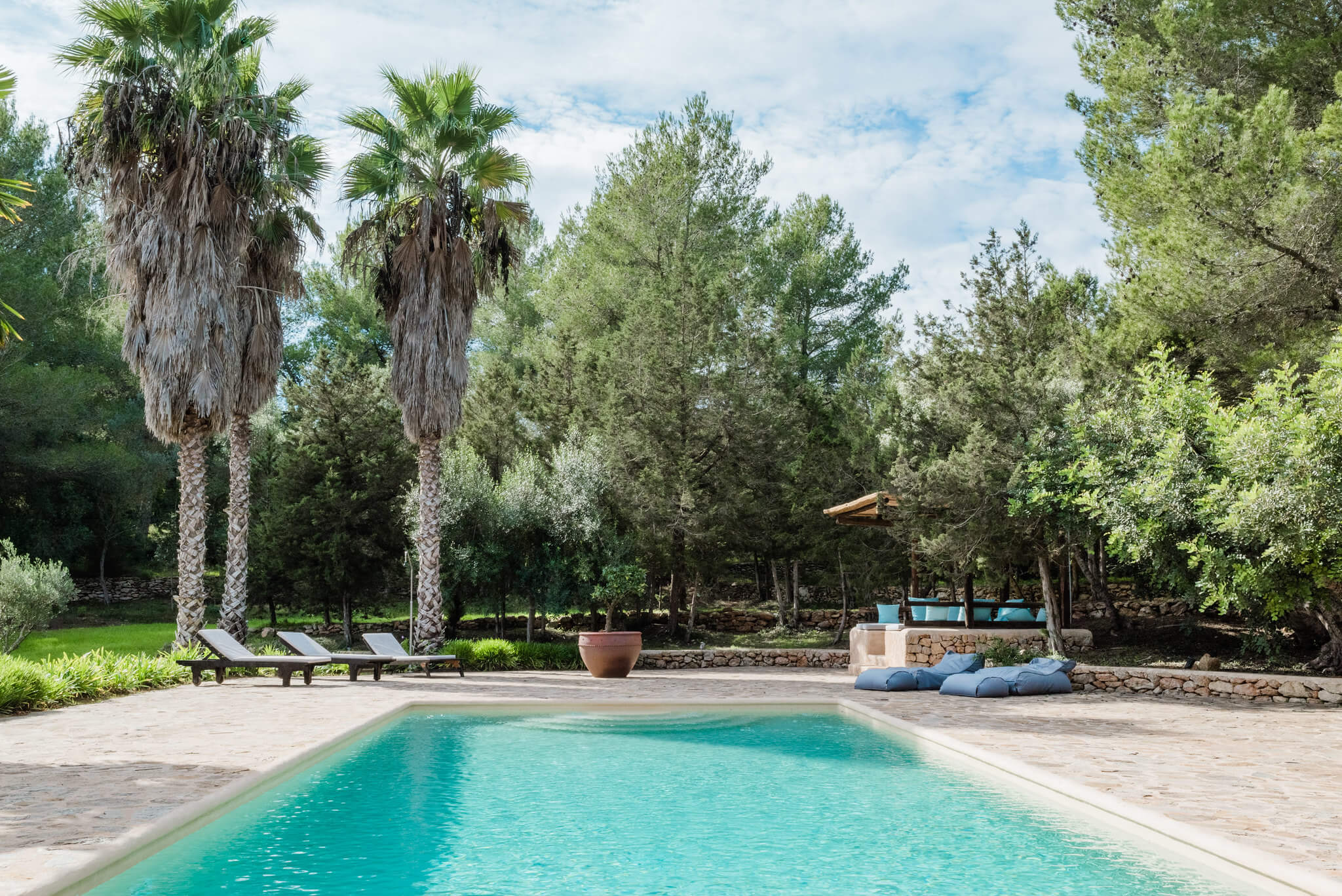 https://www.white-ibiza.com/wp-content/uploads/2020/05/white-ibiza-villas-can-sabina-exterior-pool.jpg