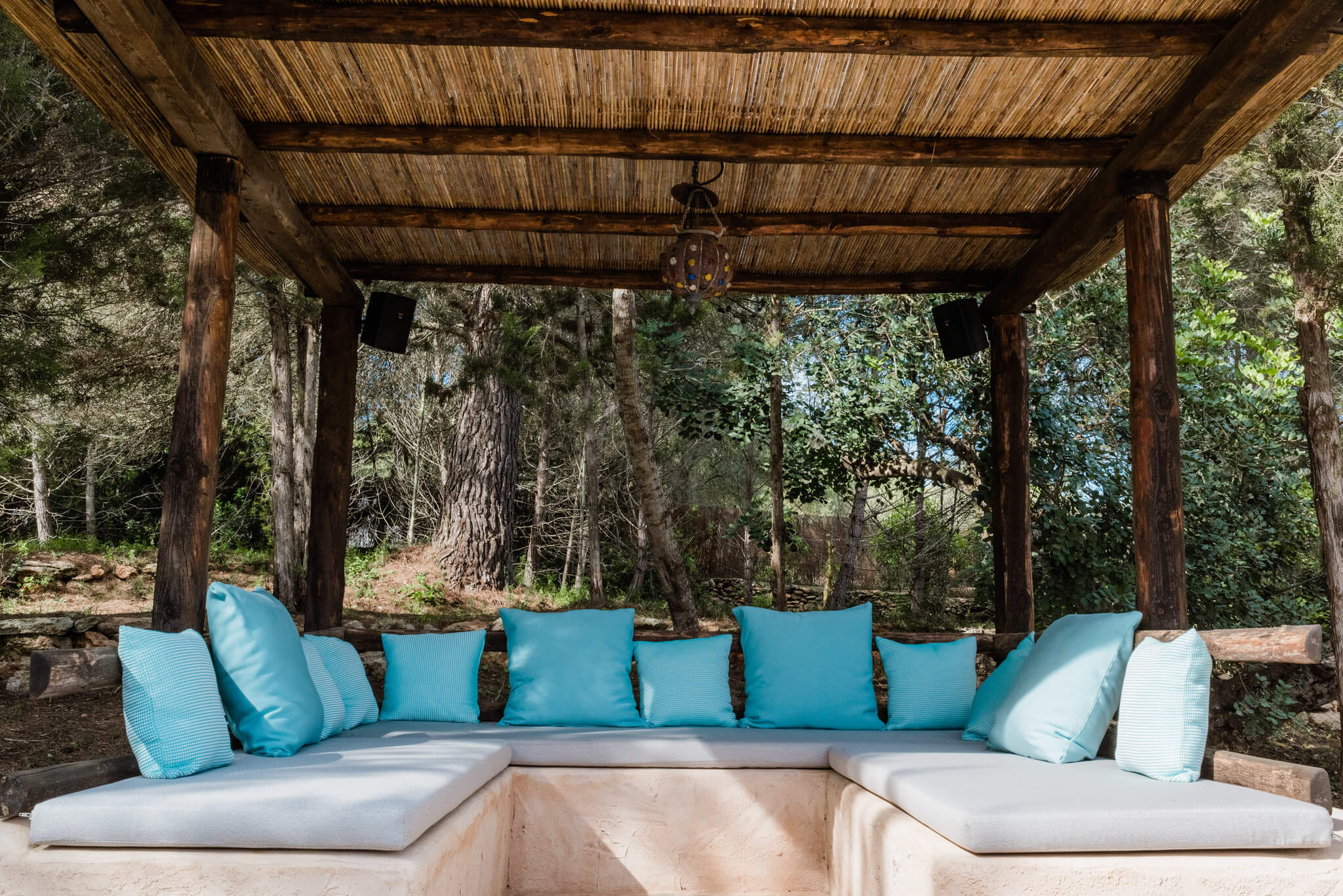 https://www.white-ibiza.com/wp-content/uploads/2020/05/white-ibiza-villas-can-sabina-exterior-seating.jpg