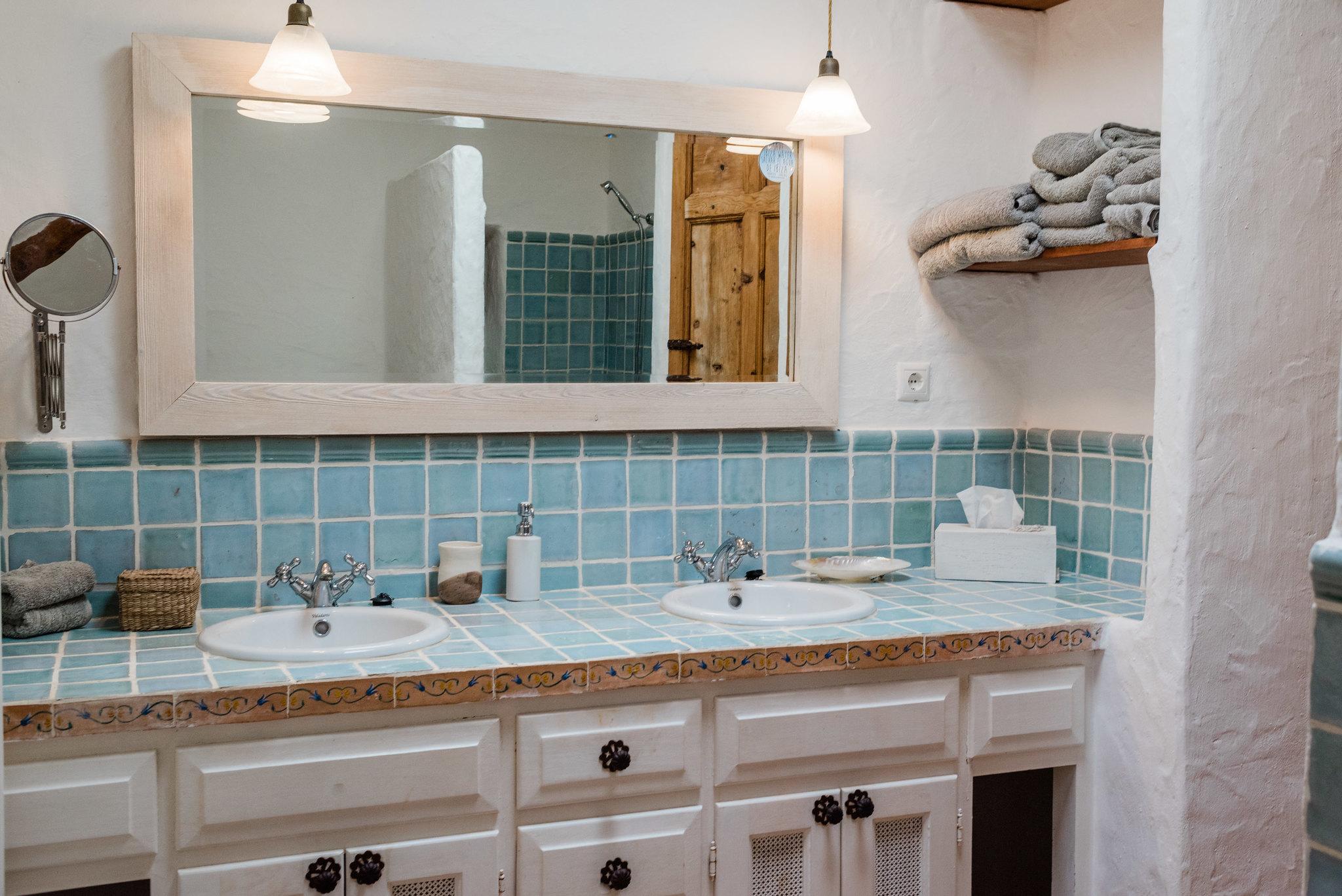 https://www.white-ibiza.com/wp-content/uploads/2020/05/white-ibiza-villas-can-sabina-interior-bathroom.jpg