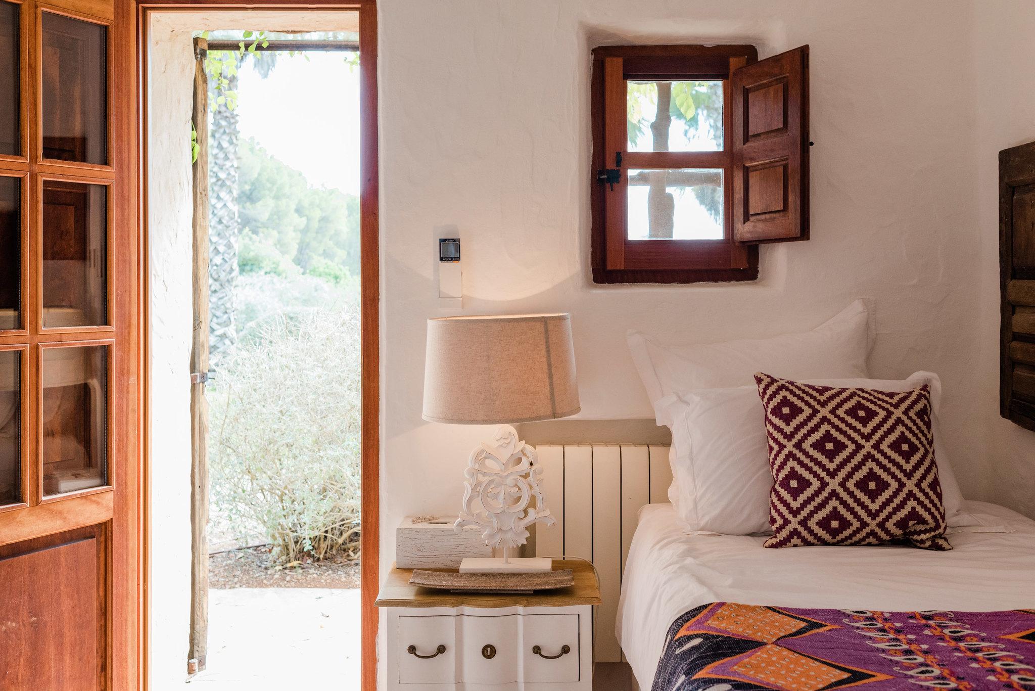 https://www.white-ibiza.com/wp-content/uploads/2020/05/white-ibiza-villas-can-sabina-interior-bedroom2.jpg