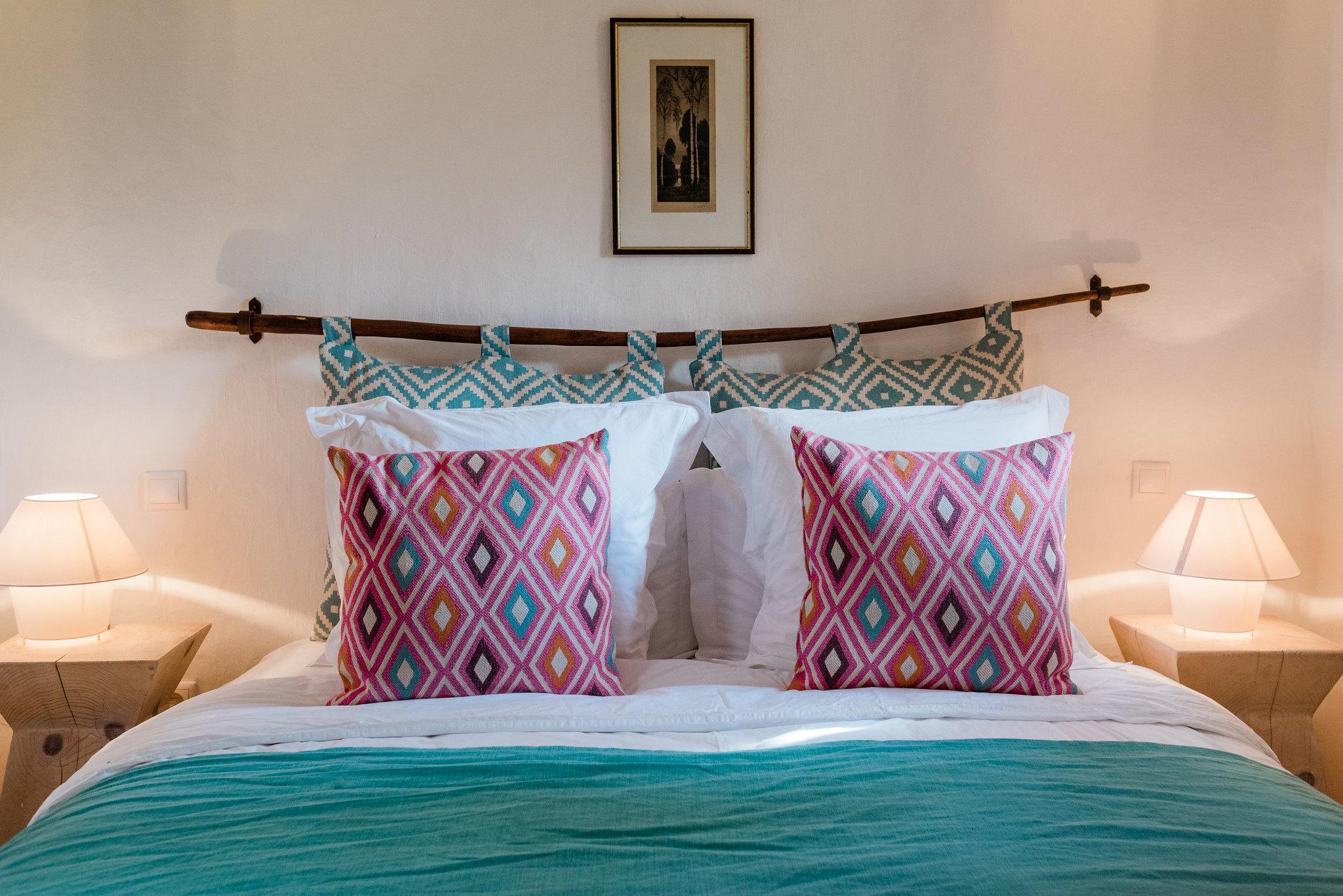 https://www.white-ibiza.com/wp-content/uploads/2020/05/white-ibiza-villas-can-sabina-interior-bedroom4.jpg
