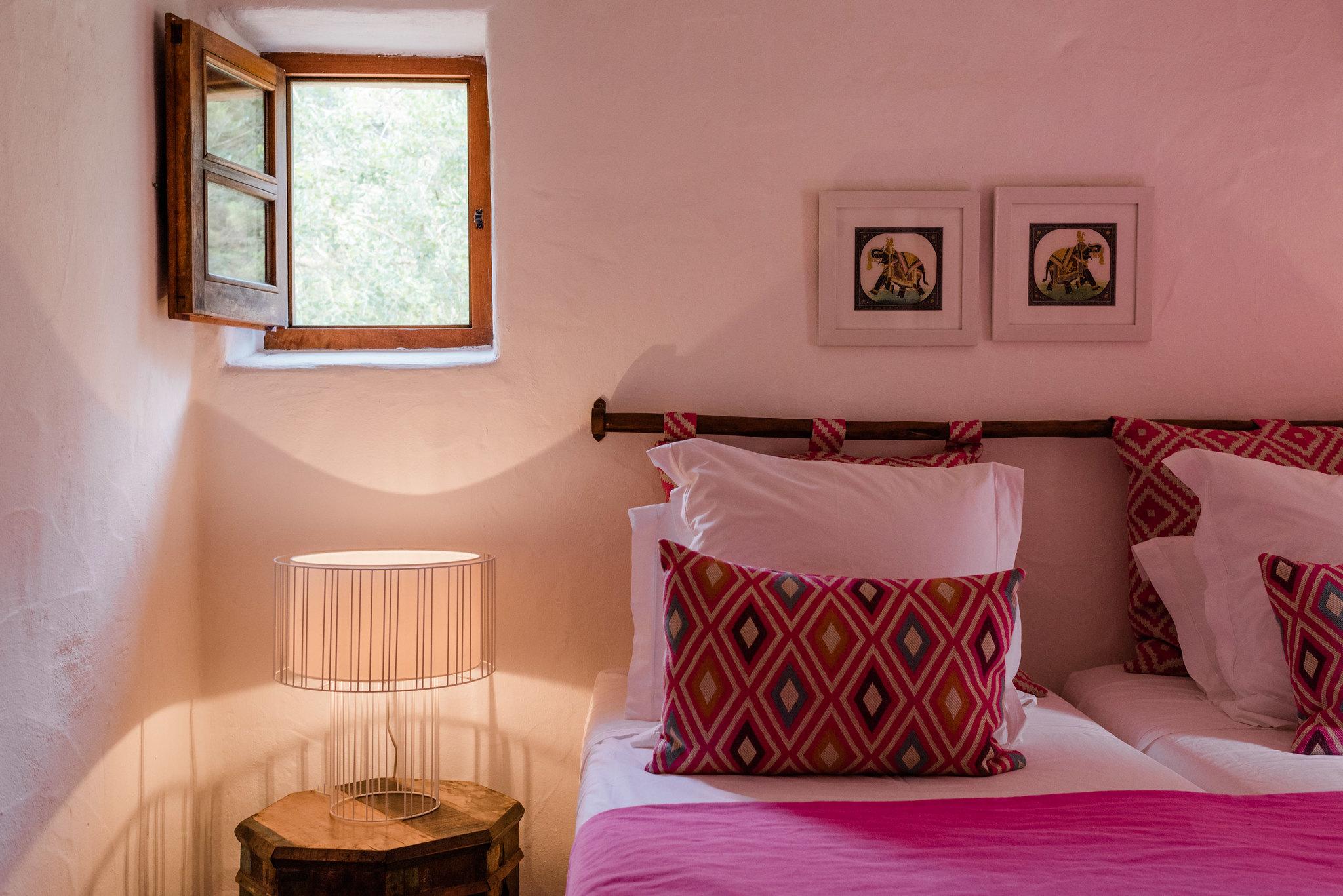 https://www.white-ibiza.com/wp-content/uploads/2020/05/white-ibiza-villas-can-sabina-interior-bedroom5.jpg