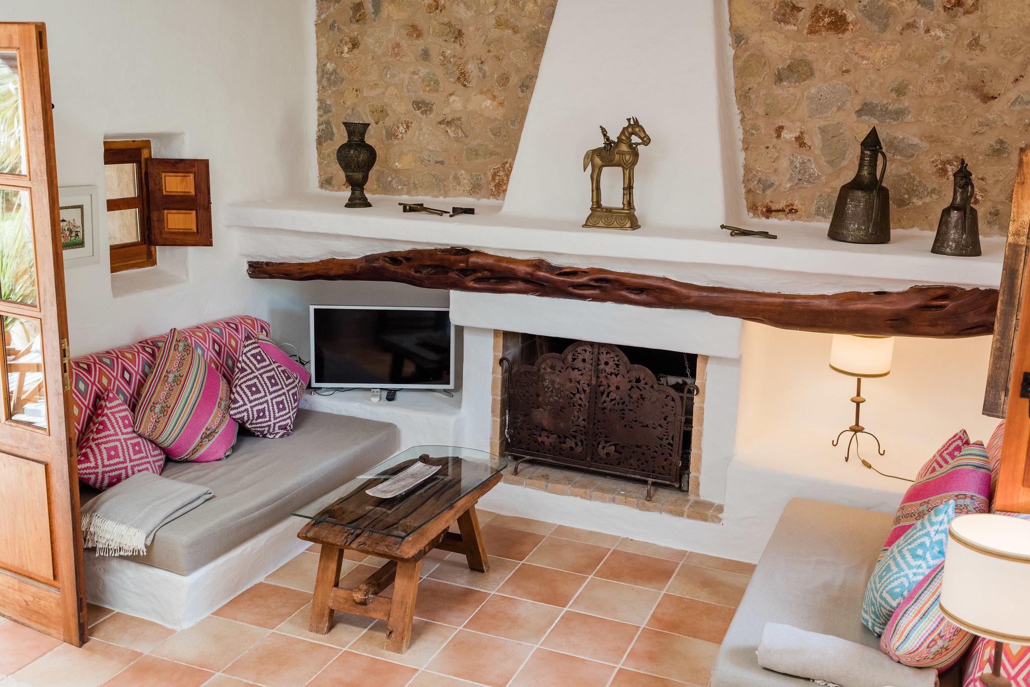 https://www.white-ibiza.com/wp-content/uploads/2020/05/white-ibiza-villas-can-sabina-interior-living-room.jpg