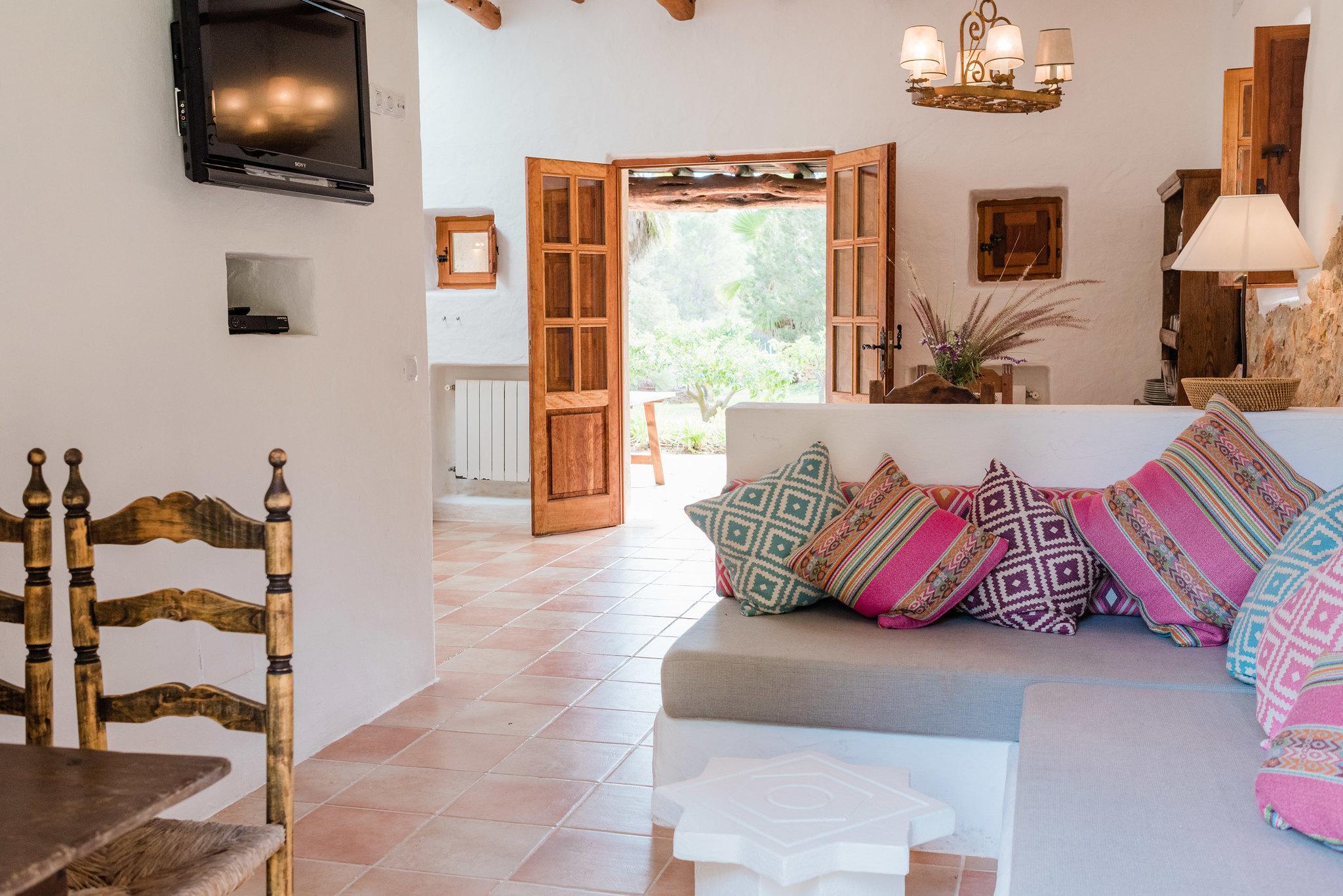 https://www.white-ibiza.com/wp-content/uploads/2020/05/white-ibiza-villas-can-sabina-interior-seating-area.jpg
