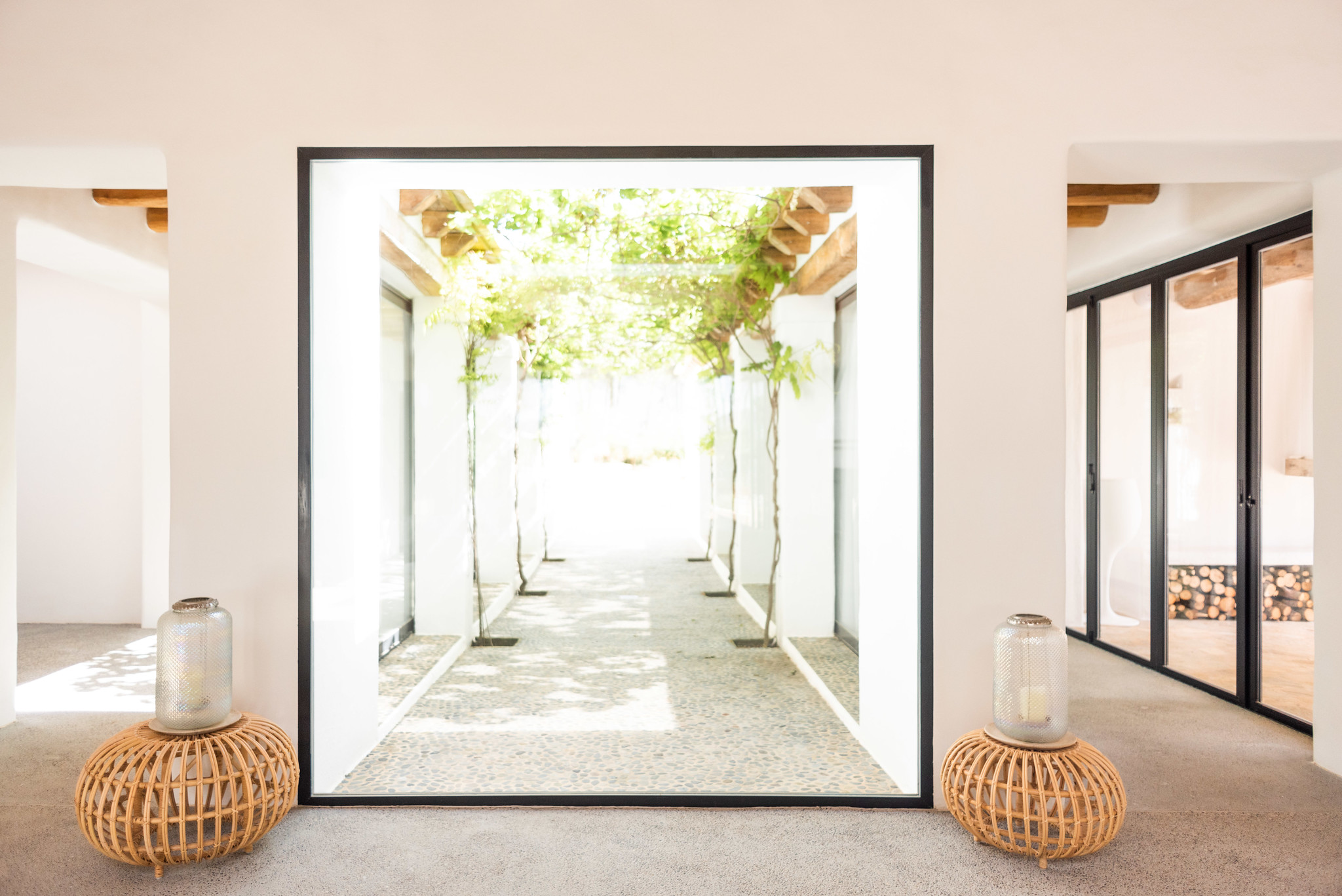 https://www.white-ibiza.com/wp-content/uploads/2020/05/white-ibiza-villas-can-terra-atrium.jpg