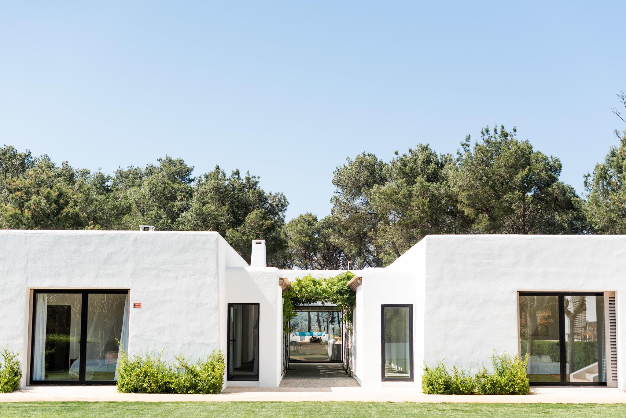 https://www.white-ibiza.com/wp-content/uploads/2020/05/white-ibiza-villas-can-terra-back-of-house.jpg