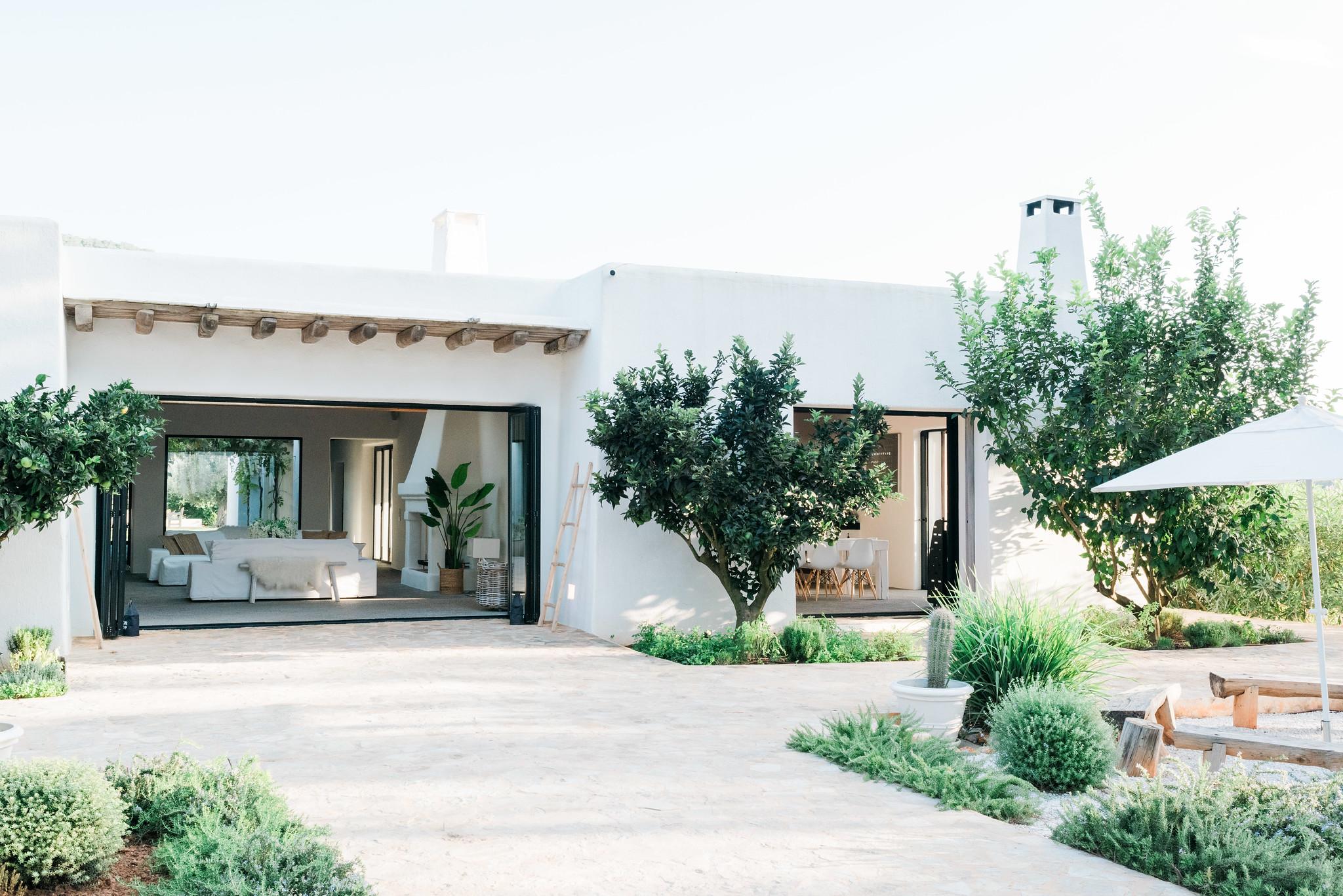 https://www.white-ibiza.com/wp-content/uploads/2020/05/white-ibiza-villas-can-terra-back.jpg