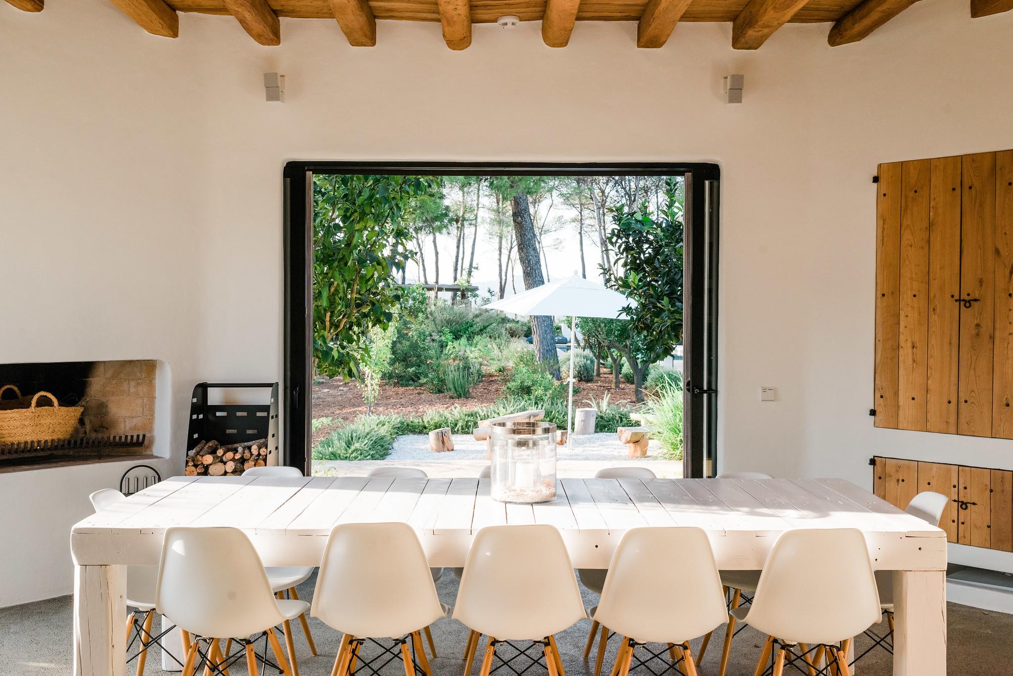 https://www.white-ibiza.com/wp-content/uploads/2020/05/white-ibiza-villas-can-terra-breakfast-table.jpg