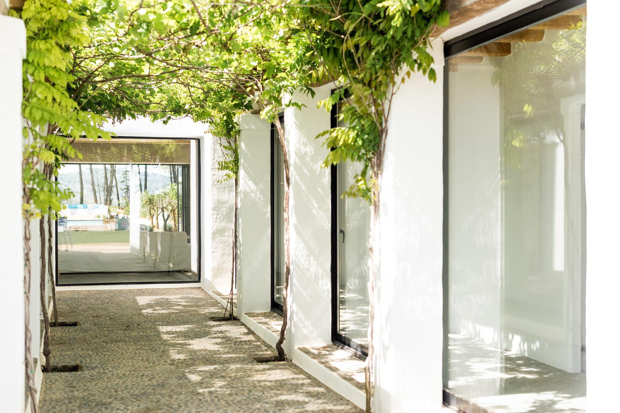 https://www.white-ibiza.com/wp-content/uploads/2020/05/white-ibiza-villas-can-terra-central-atrium.jpg