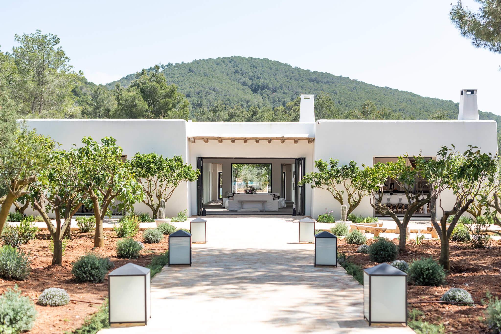 https://www.white-ibiza.com/wp-content/uploads/2020/05/white-ibiza-villas-can-terra-exterior2.jpg
