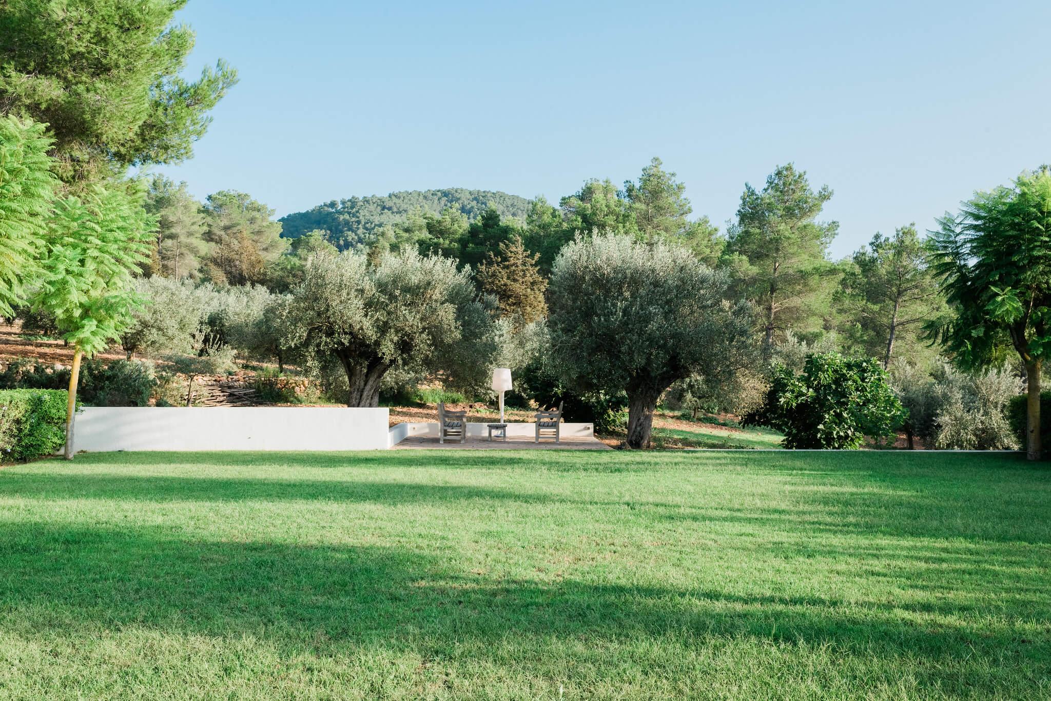 https://www.white-ibiza.com/wp-content/uploads/2020/05/white-ibiza-villas-can-terra-lawn.jpg