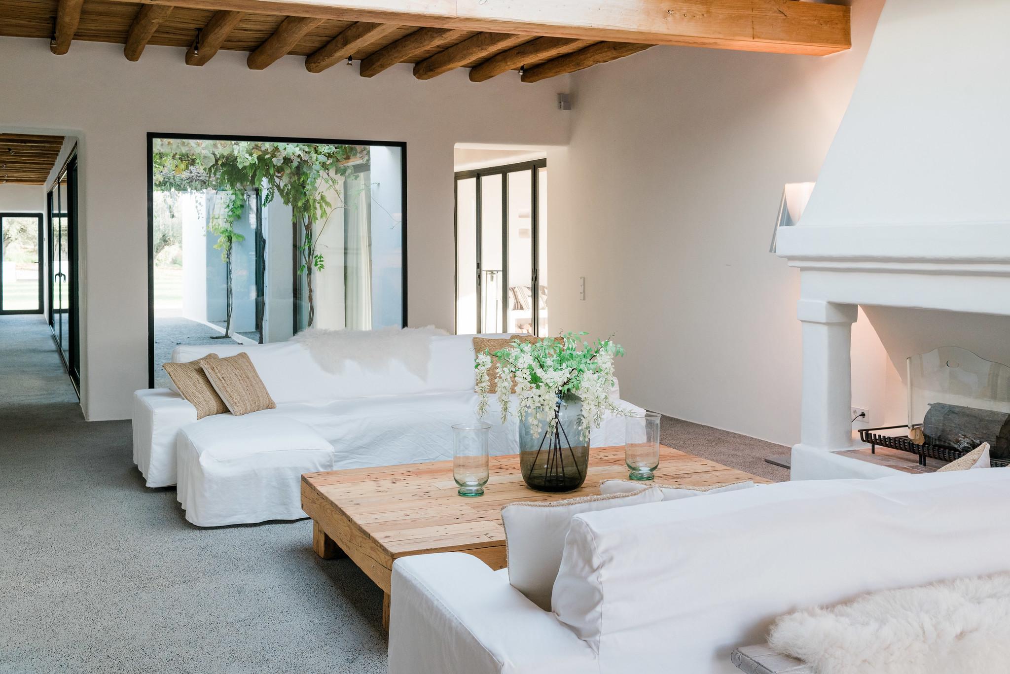 https://www.white-ibiza.com/wp-content/uploads/2020/05/white-ibiza-villas-can-terra-living-room-1.jpg