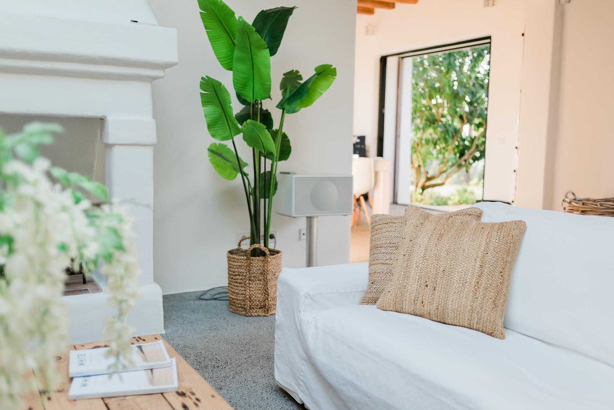 https://www.white-ibiza.com/wp-content/uploads/2020/05/white-ibiza-villas-can-terra-living-room1.jpg