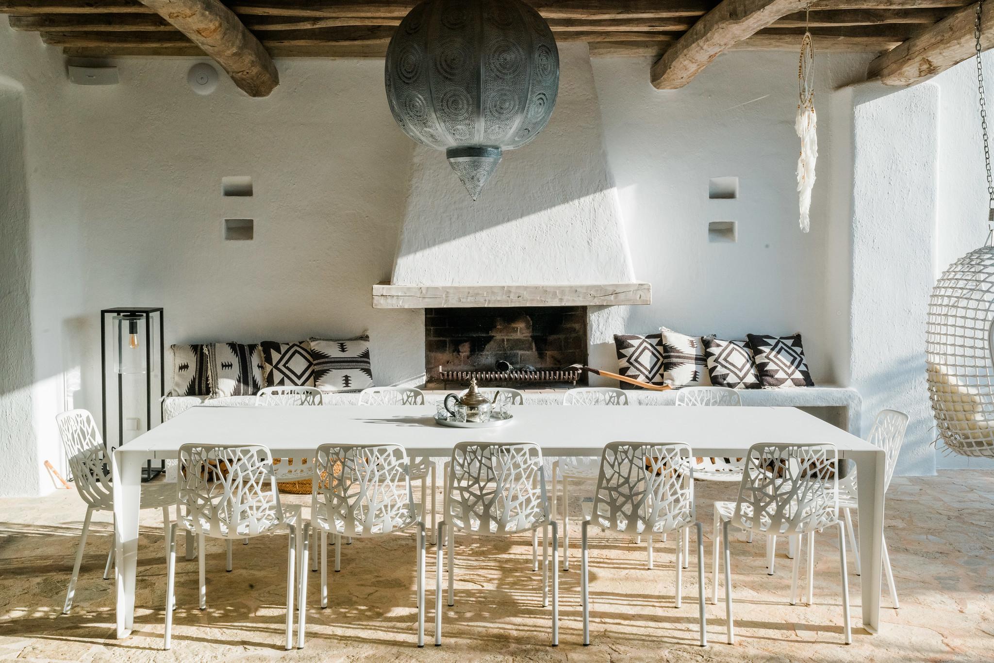 https://www.white-ibiza.com/wp-content/uploads/2020/05/white-ibiza-villas-can-terra-outside-dining.jpg