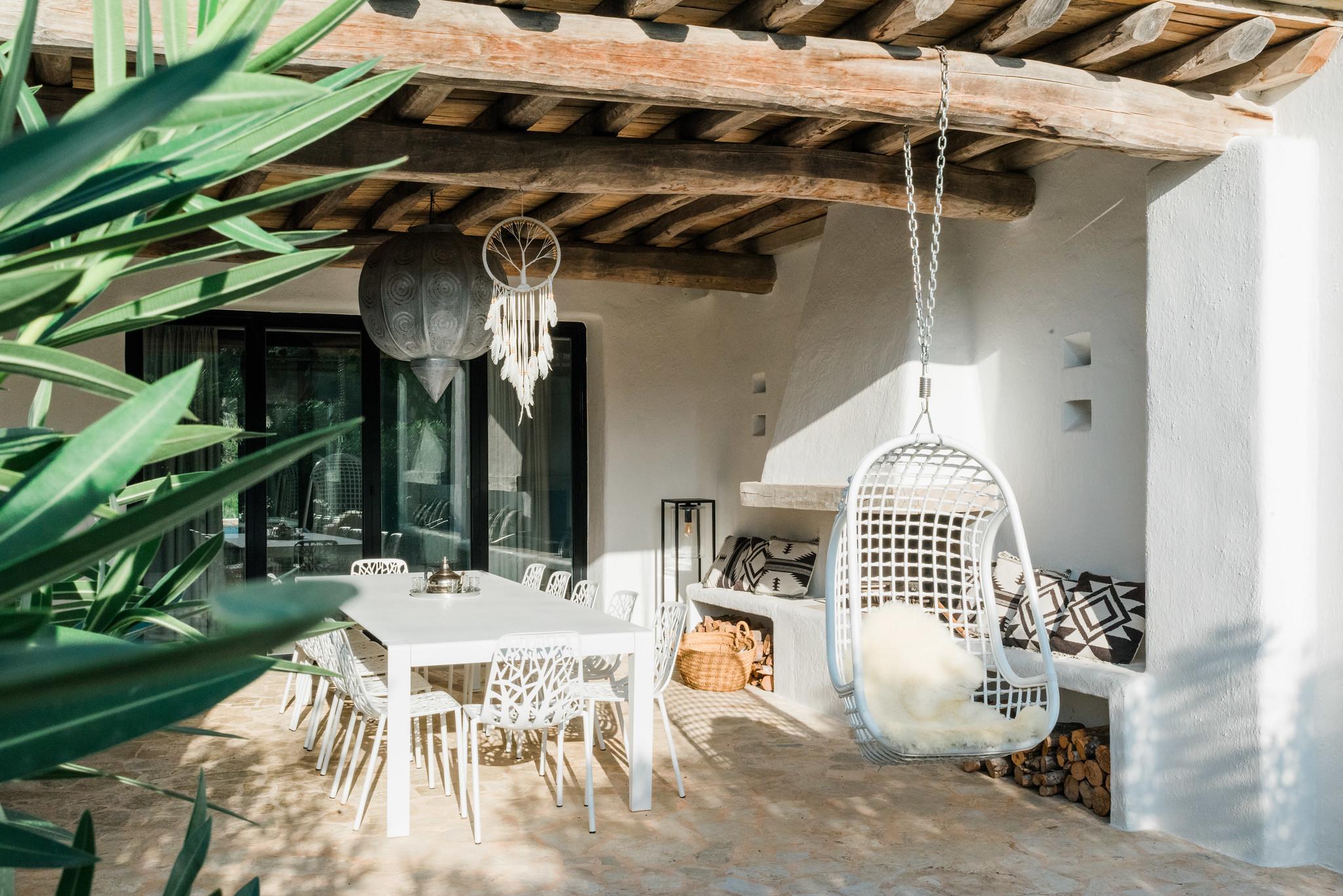 https://www.white-ibiza.com/wp-content/uploads/2020/05/white-ibiza-villas-can-terra-outside-seating.jpg