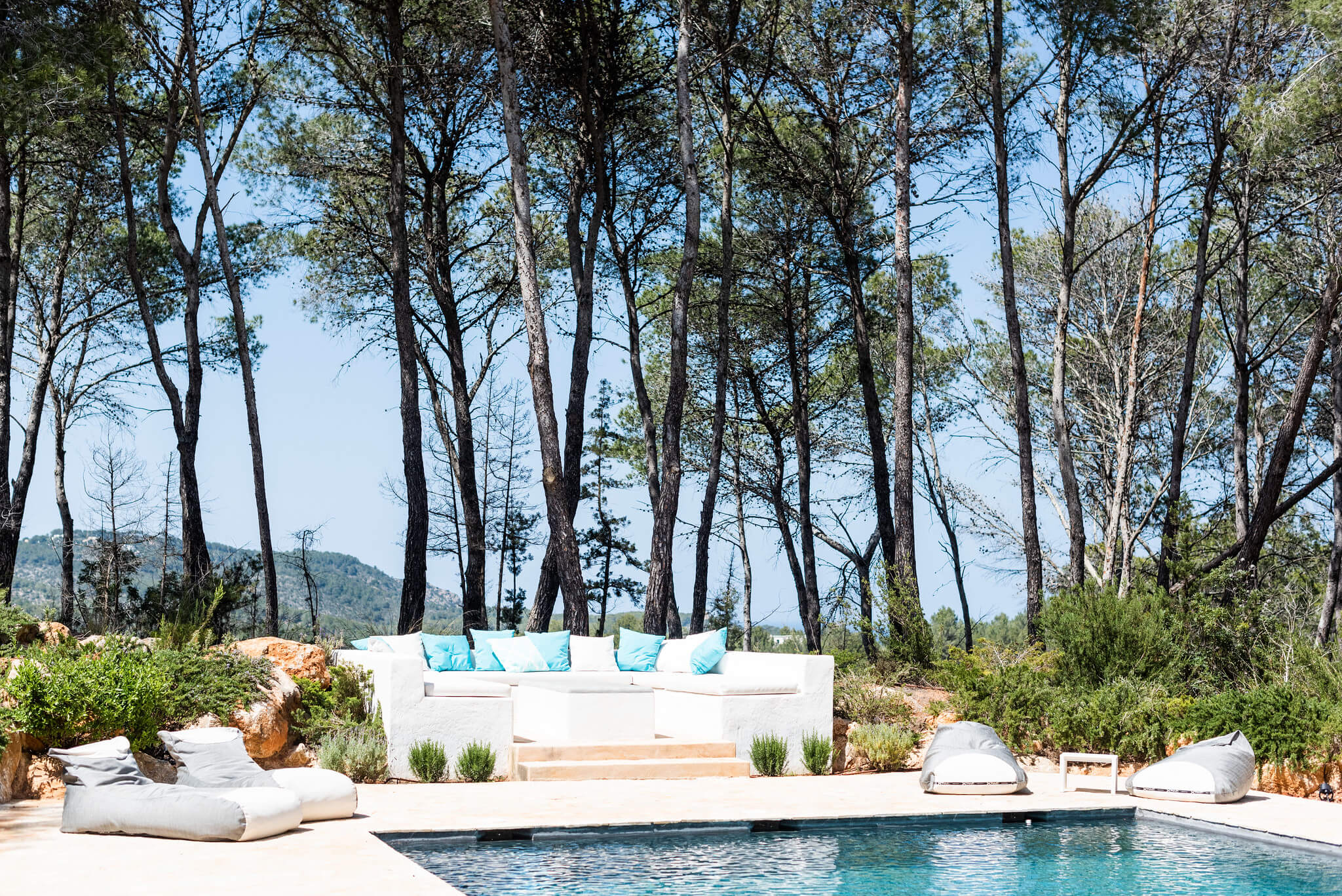 https://www.white-ibiza.com/wp-content/uploads/2020/05/white-ibiza-villas-can-terra-poolside-seating.jpg