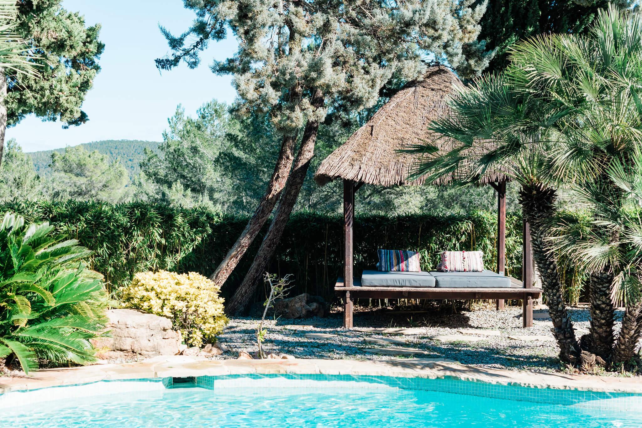 https://www.white-ibiza.com/wp-content/uploads/2020/05/white-ibiza-villas-can-verde-exterior-day-bed2.jpg