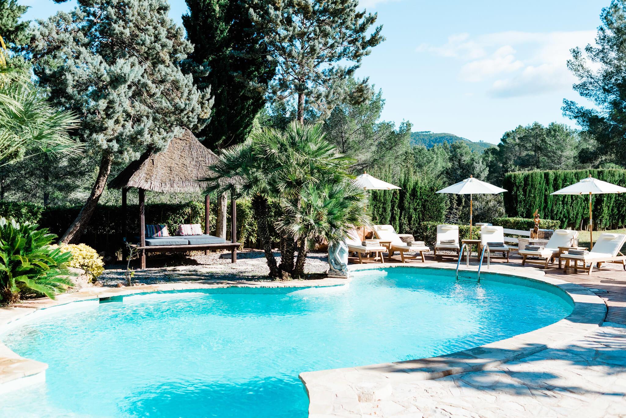 https://www.white-ibiza.com/wp-content/uploads/2020/05/white-ibiza-villas-can-verde-exterior-pool.jpg