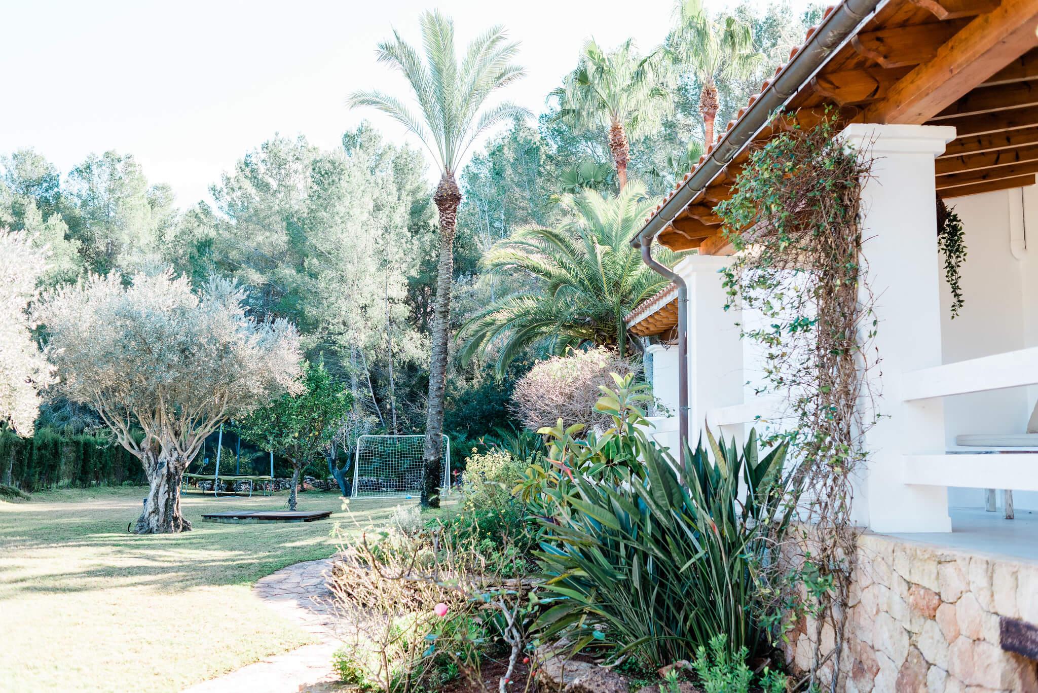 https://www.white-ibiza.com/wp-content/uploads/2020/05/white-ibiza-villas-can-verde-exterior-side-of-house.jpg