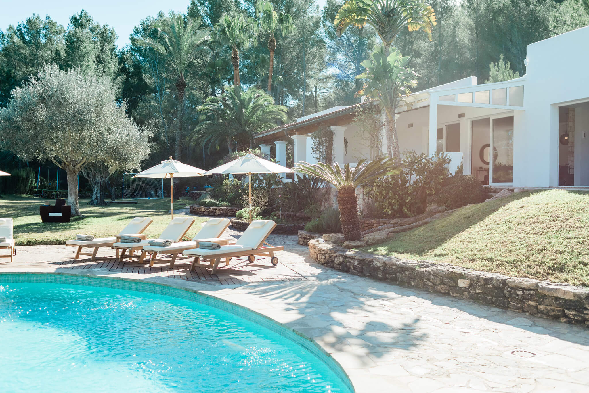 https://www.white-ibiza.com/wp-content/uploads/2020/05/white-ibiza-villas-can-verde-exterior-view-to-house.jpg