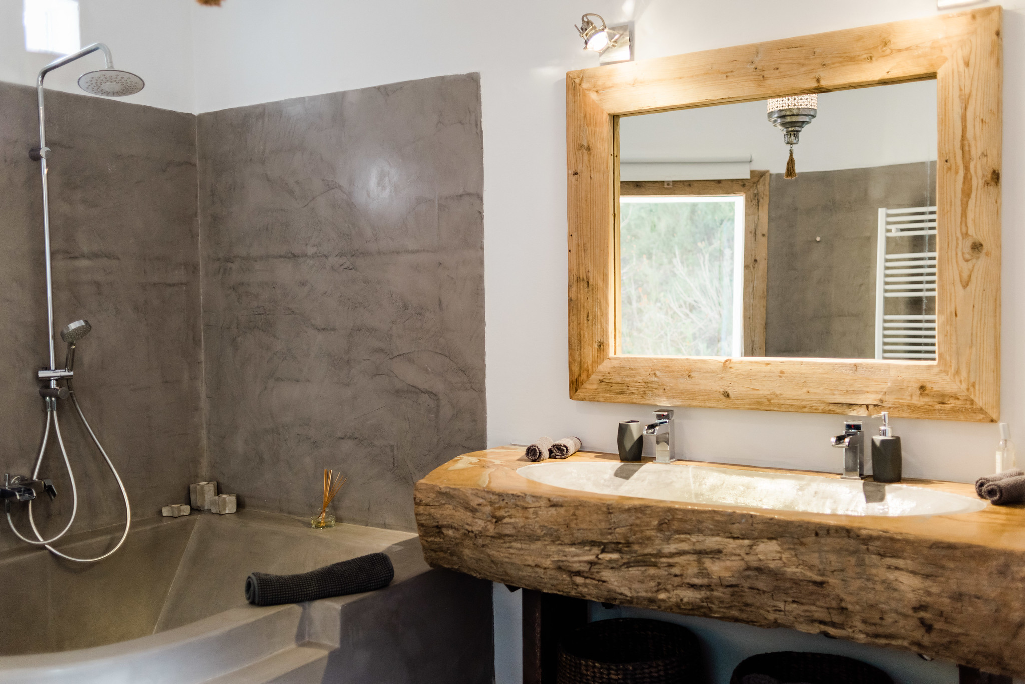 https://www.white-ibiza.com/wp-content/uploads/2020/05/white-ibiza-villas-can-verde-interior-bathroom.jpg