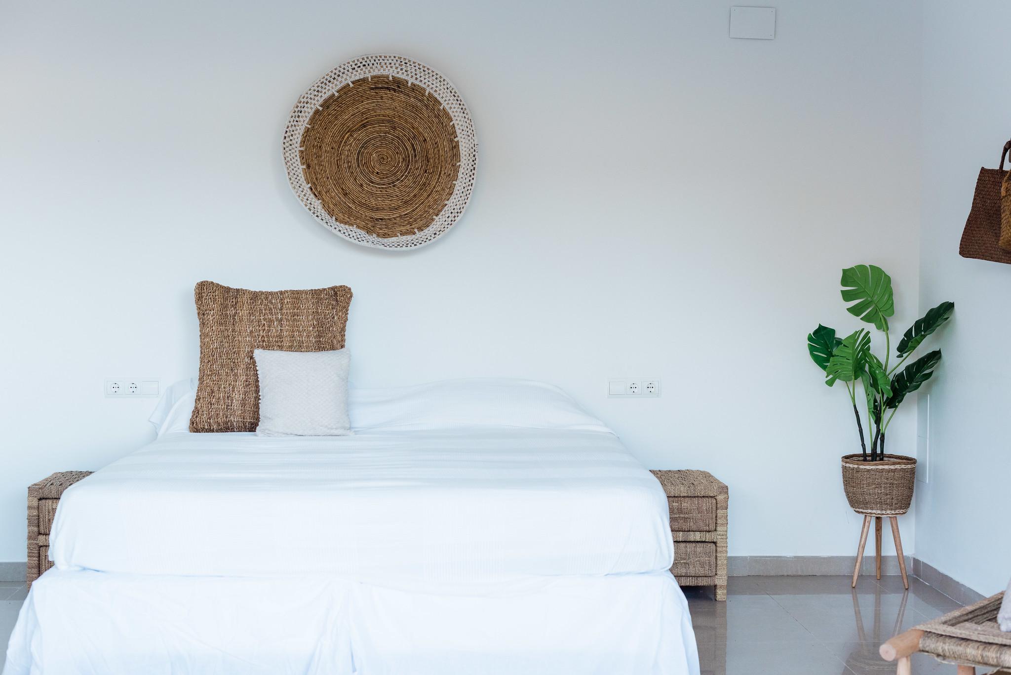 https://www.white-ibiza.com/wp-content/uploads/2020/05/white-ibiza-villas-can-verde-interior-casita.jpg