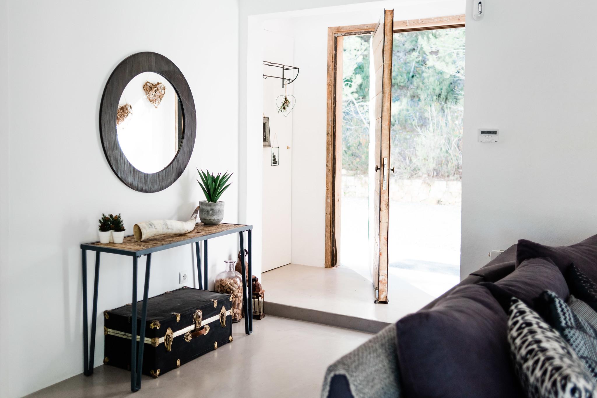 https://www.white-ibiza.com/wp-content/uploads/2020/05/white-ibiza-villas-can-verde-interior-front-door.jpg