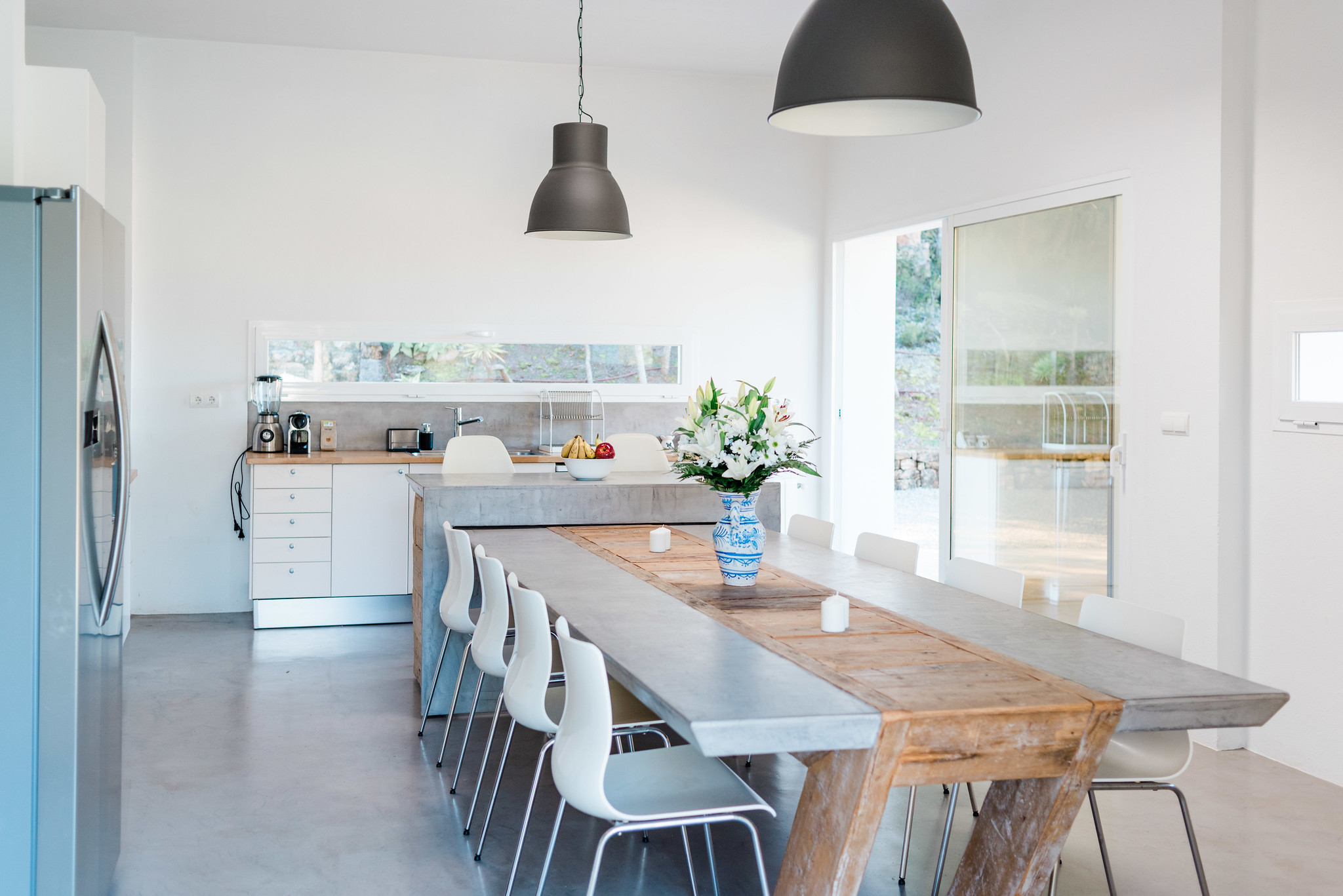 https://www.white-ibiza.com/wp-content/uploads/2020/05/white-ibiza-villas-can-verde-interior-kitchen.jpg