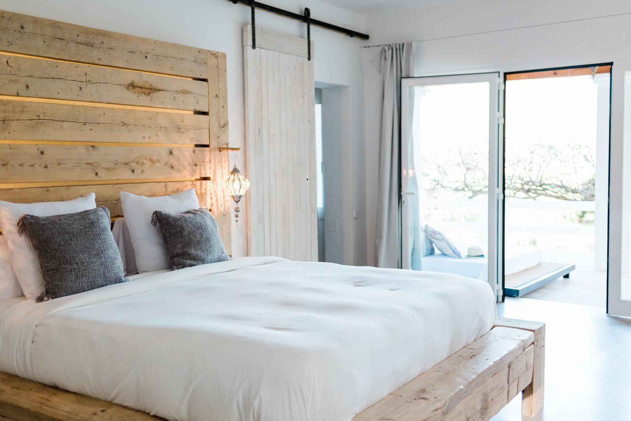 https://www.white-ibiza.com/wp-content/uploads/2020/05/white-ibiza-villas-can-verde-interior-master2.jpg