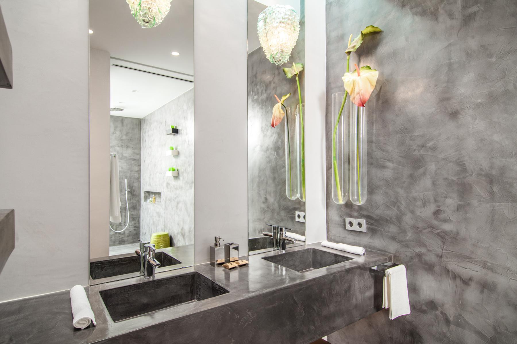 https://www.white-ibiza.com/wp-content/uploads/2020/05/white-ibiza-villas-can-zama-bathroom.jpg