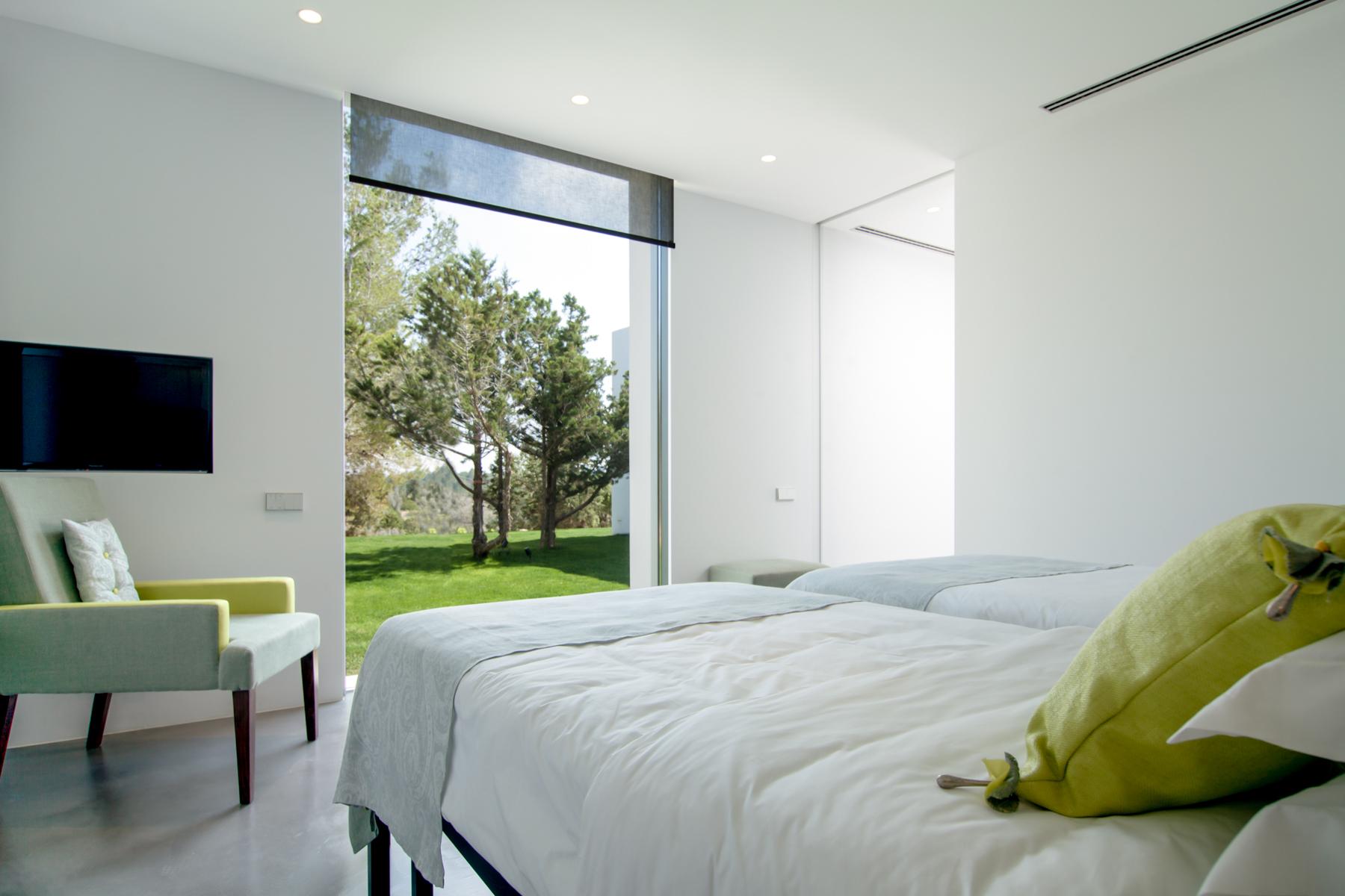https://www.white-ibiza.com/wp-content/uploads/2020/05/white-ibiza-villas-can-zama-bedroom-one.jpg