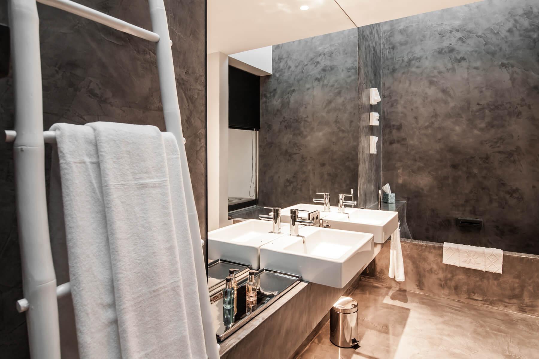 https://www.white-ibiza.com/wp-content/uploads/2020/05/white-ibiza-villas-can-zama-master-bathroom.jpg