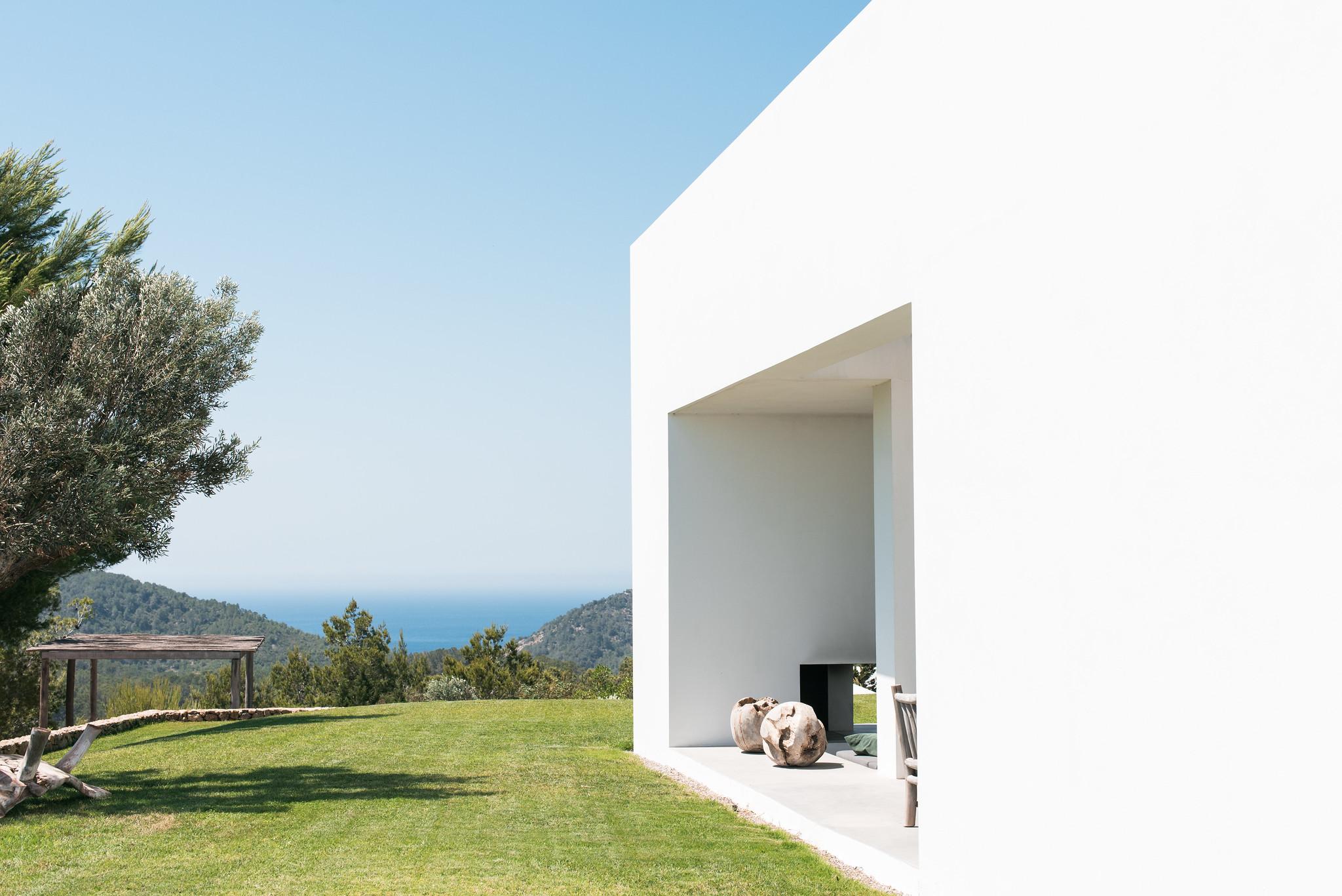 https://www.white-ibiza.com/wp-content/uploads/2020/05/white-ibiza-villas-can-zama-side-of-house.jpg
