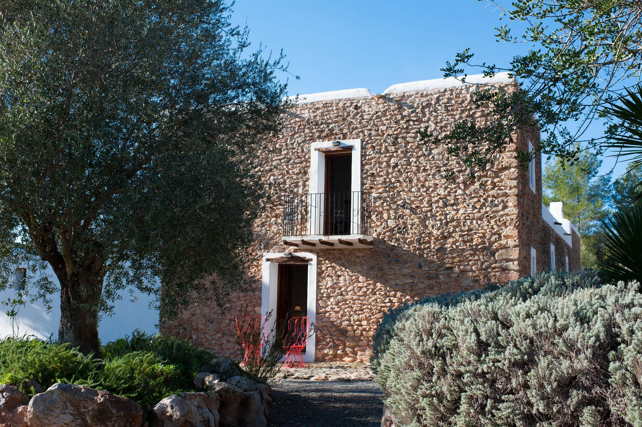 https://www.white-ibiza.com/wp-content/uploads/2020/05/white-ibiza-villas-canblay-casita.jpg