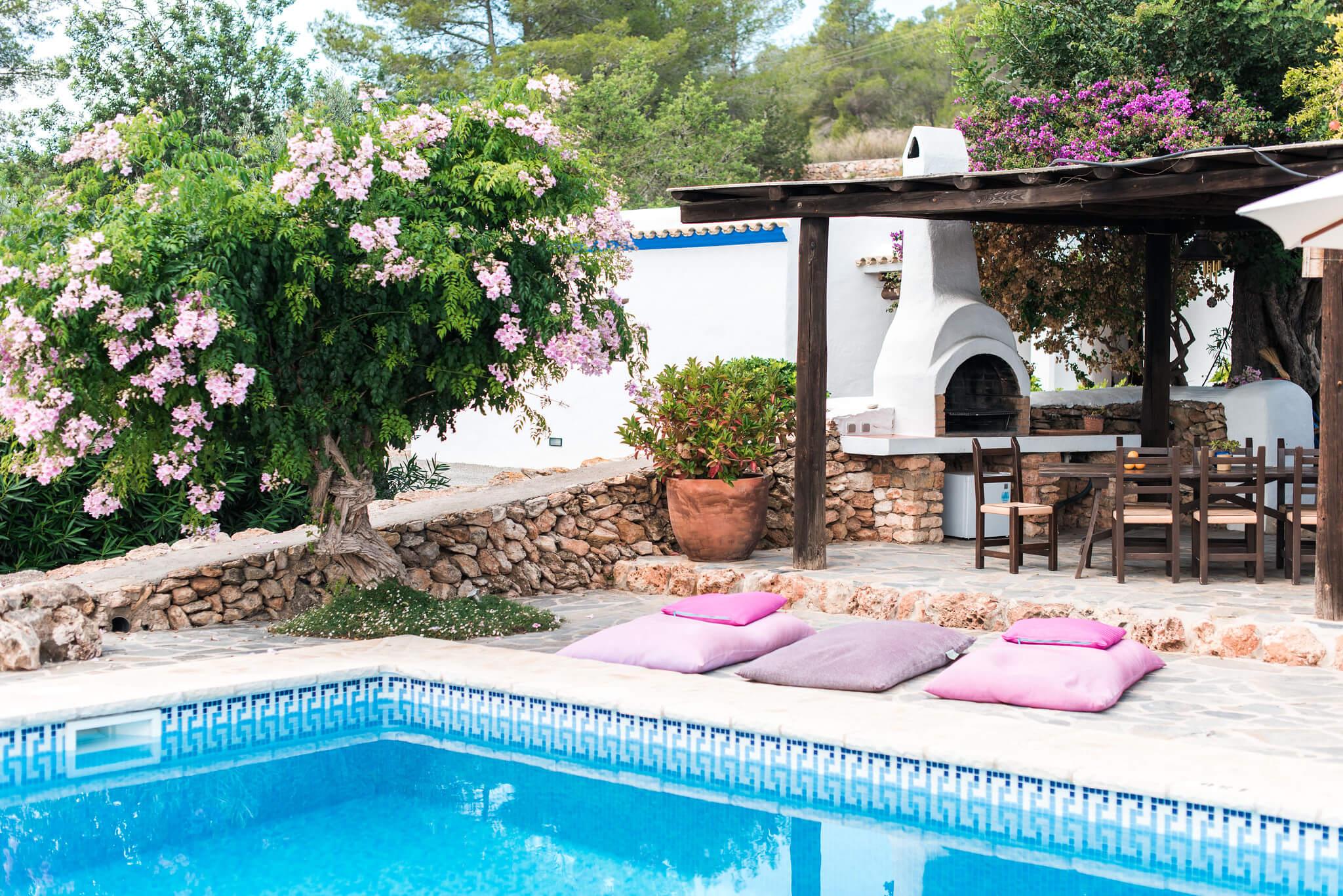 https://www.white-ibiza.com/wp-content/uploads/2020/05/white-ibiza-villas-canblay-corner-of-pool.jpg