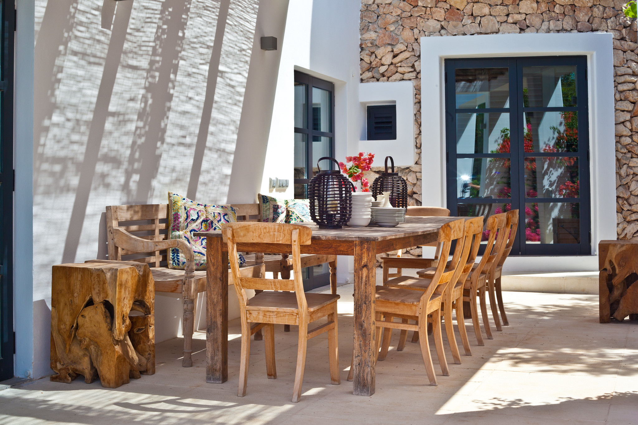 https://www.white-ibiza.com/wp-content/uploads/2020/05/white-ibiza-villas-casa-amalia-exterior-dining.jpg