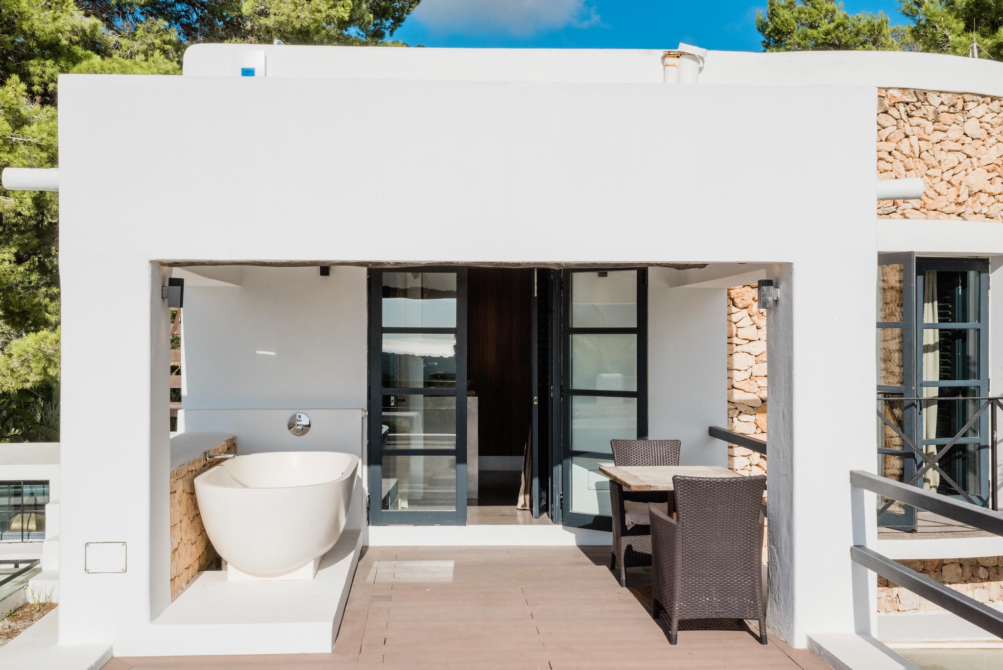 https://www.white-ibiza.com/wp-content/uploads/2020/05/white-ibiza-villas-casa-amalia-exterior-master-terrace.jpg