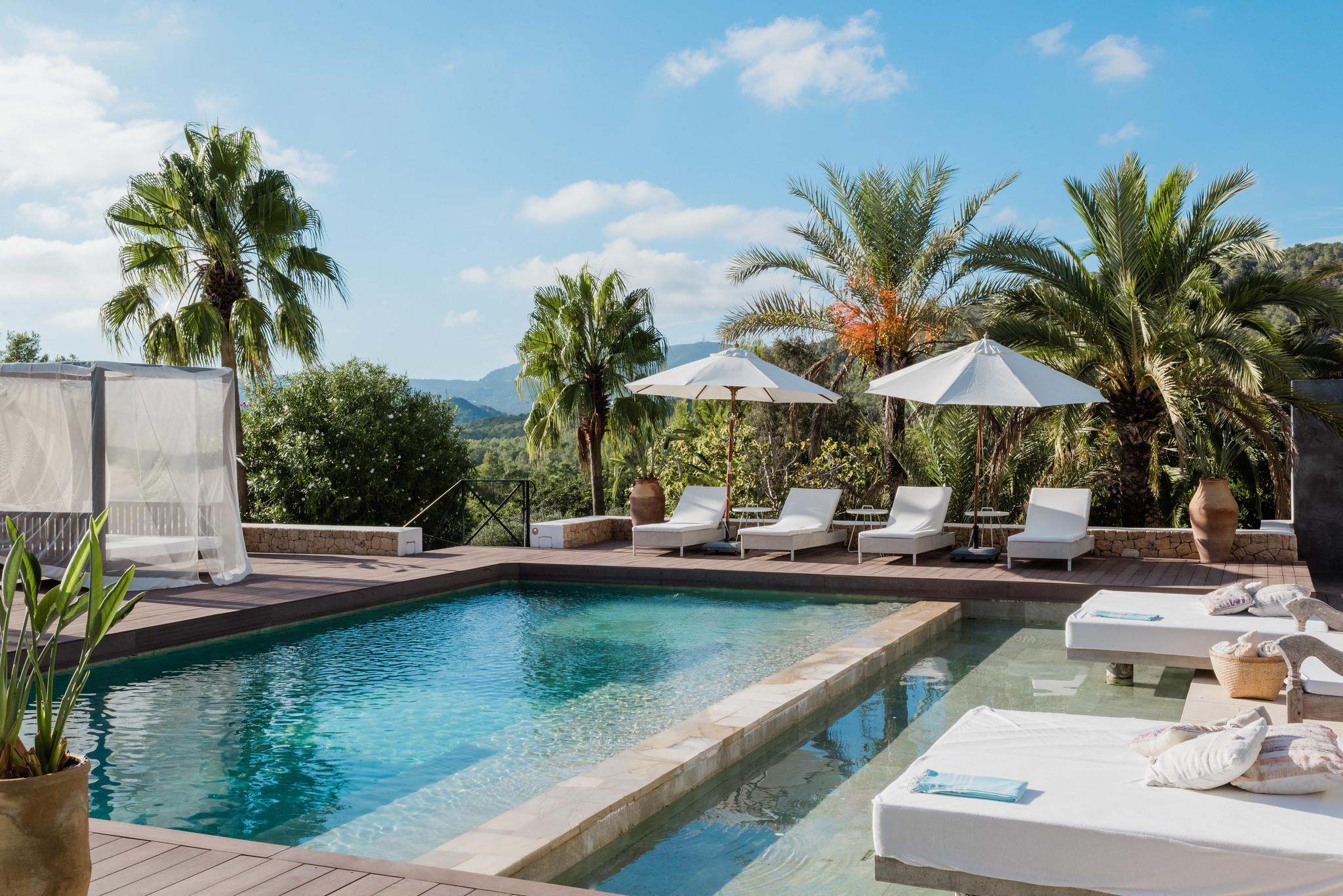 https://www.white-ibiza.com/wp-content/uploads/2020/05/white-ibiza-villas-casa-amalia-exterior-pool.jpg