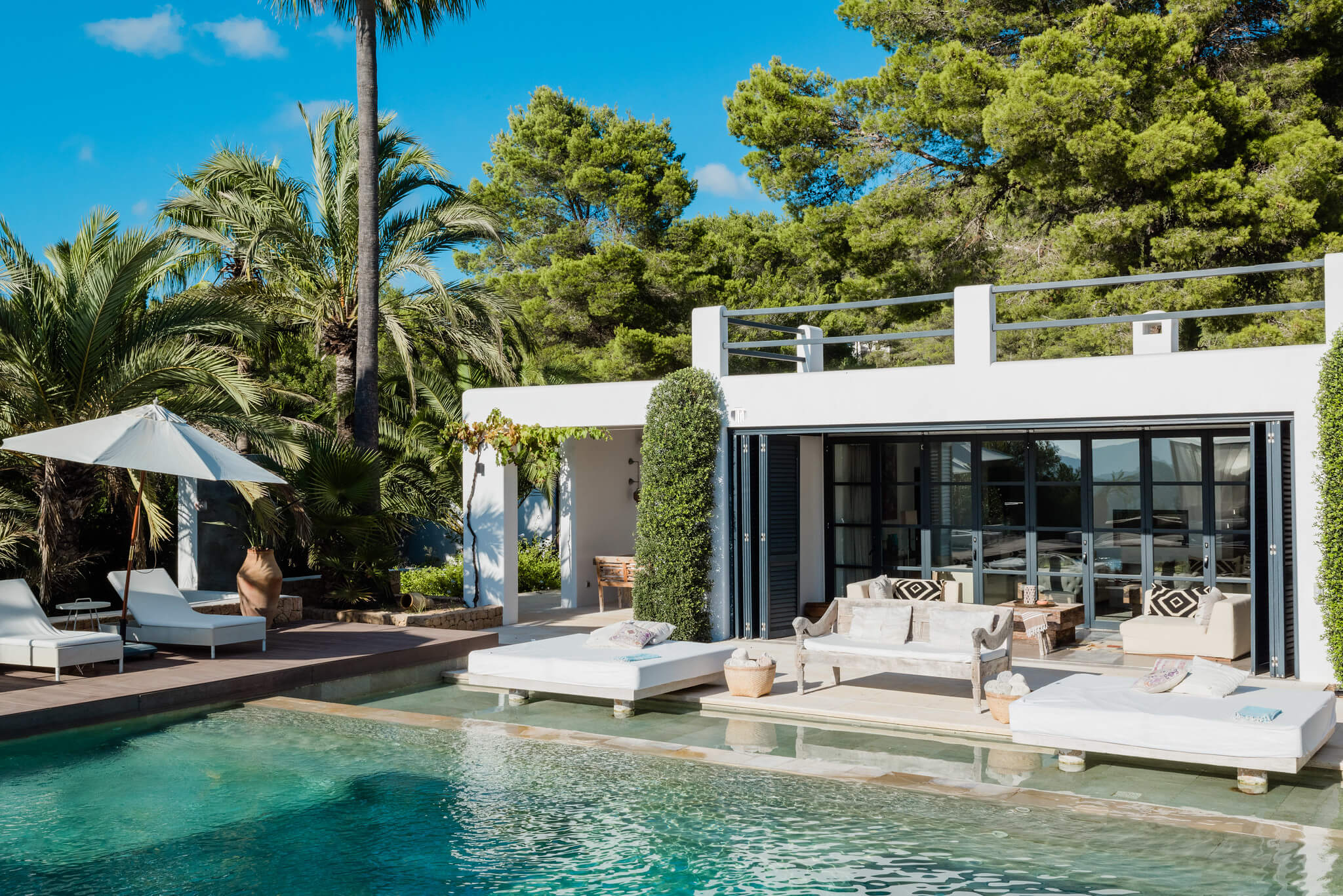 https://www.white-ibiza.com/wp-content/uploads/2020/05/white-ibiza-villas-casa-amalia-exterior-pool2.jpg