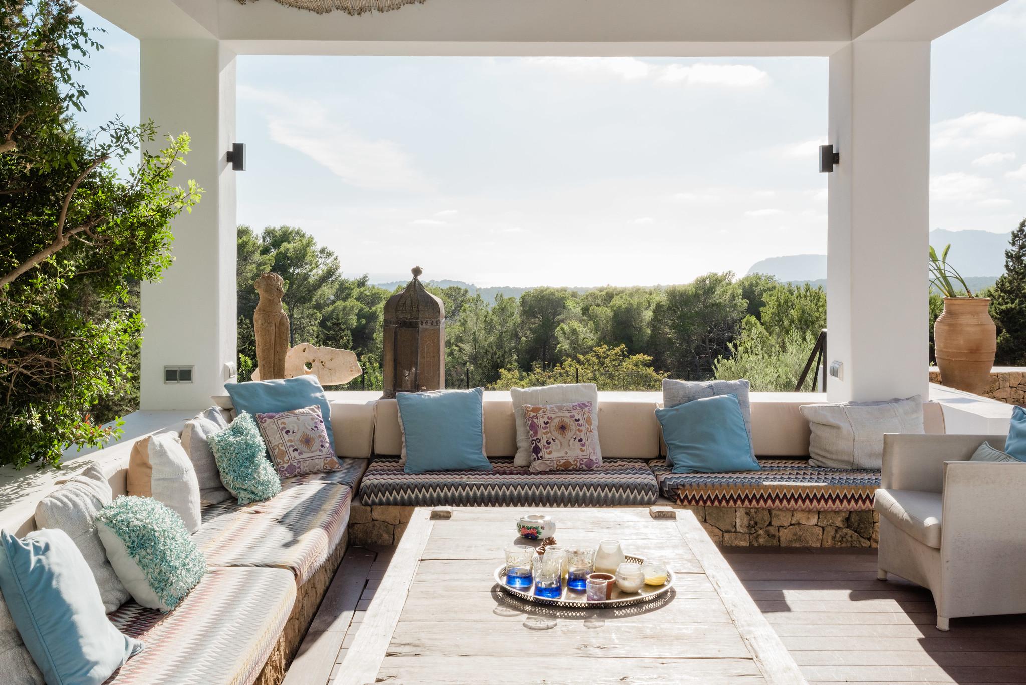 https://www.white-ibiza.com/wp-content/uploads/2020/05/white-ibiza-villas-casa-amalia-exterior-seating.jpg