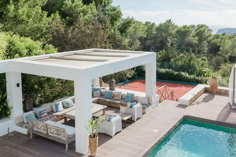 https://www.white-ibiza.com/wp-content/uploads/2020/05/white-ibiza-villas-casa-amalia-exterior-view-to-tennis-court.jpg